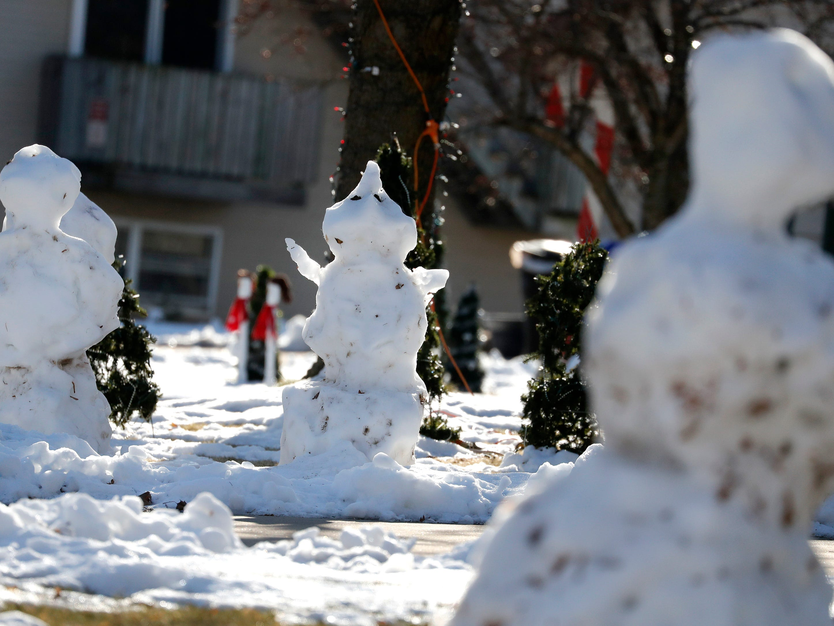Snowmen slowly melt in the yards of homes on South Clara Street as temperatures rise Tuesday, Dec. 18, 2018, Appleton, Wis.Danny Damiani/USA TODAY NETWORK-Wisconsin