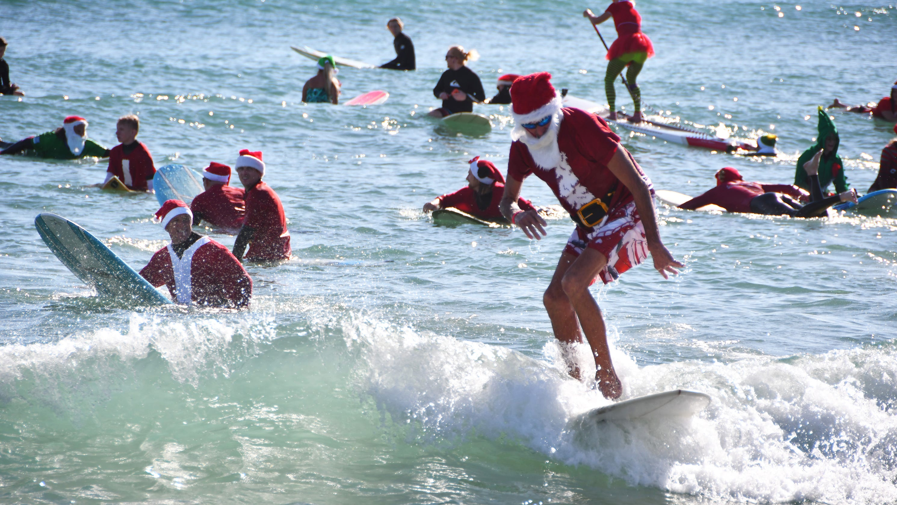 Christmas In Florida Images.Christmas In Florida Is Waves Of Fun And Holiday Cheer