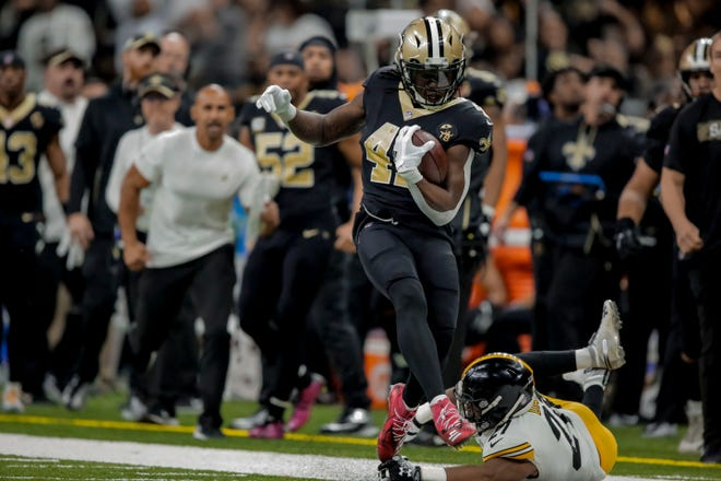 New Orleans Saints running back Alvin Kamara (41) runs past Pittsburgh Steelers safety Marcus Allen (27) during the second quarter at the Mercedes-Benz Superdome.