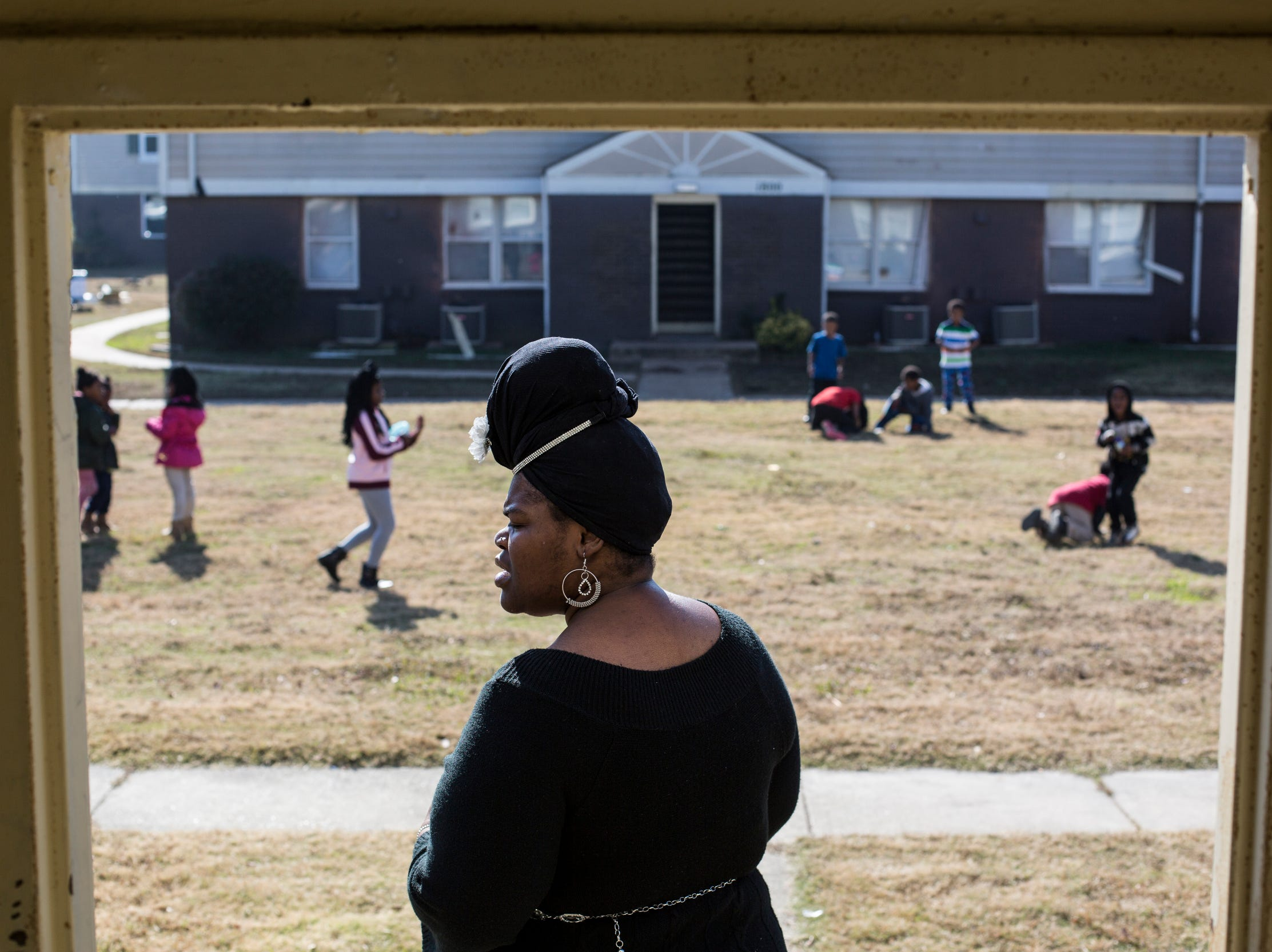 November 25 2018 - Shannon Washington spent the morning walking around her apartment complex, Pendleton Place Apartments in Orange Mound, talking with other residents about their concerns with the apartments. Residents of the apartment complex have concerns about broken heating, rodent infestations, gas leaks and other necessary repairs.