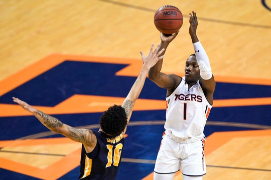 Auburn guard Jared Harper (1) shoots over Murray State Racers guard Tevin Brown (10) during the second half at Auburn Arena on Dec. 22, 2018.