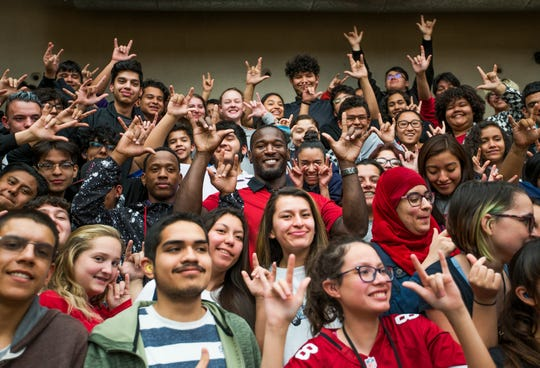 Derrick Coleman poses with students at the Phoenix Day School for the Deaf last month.