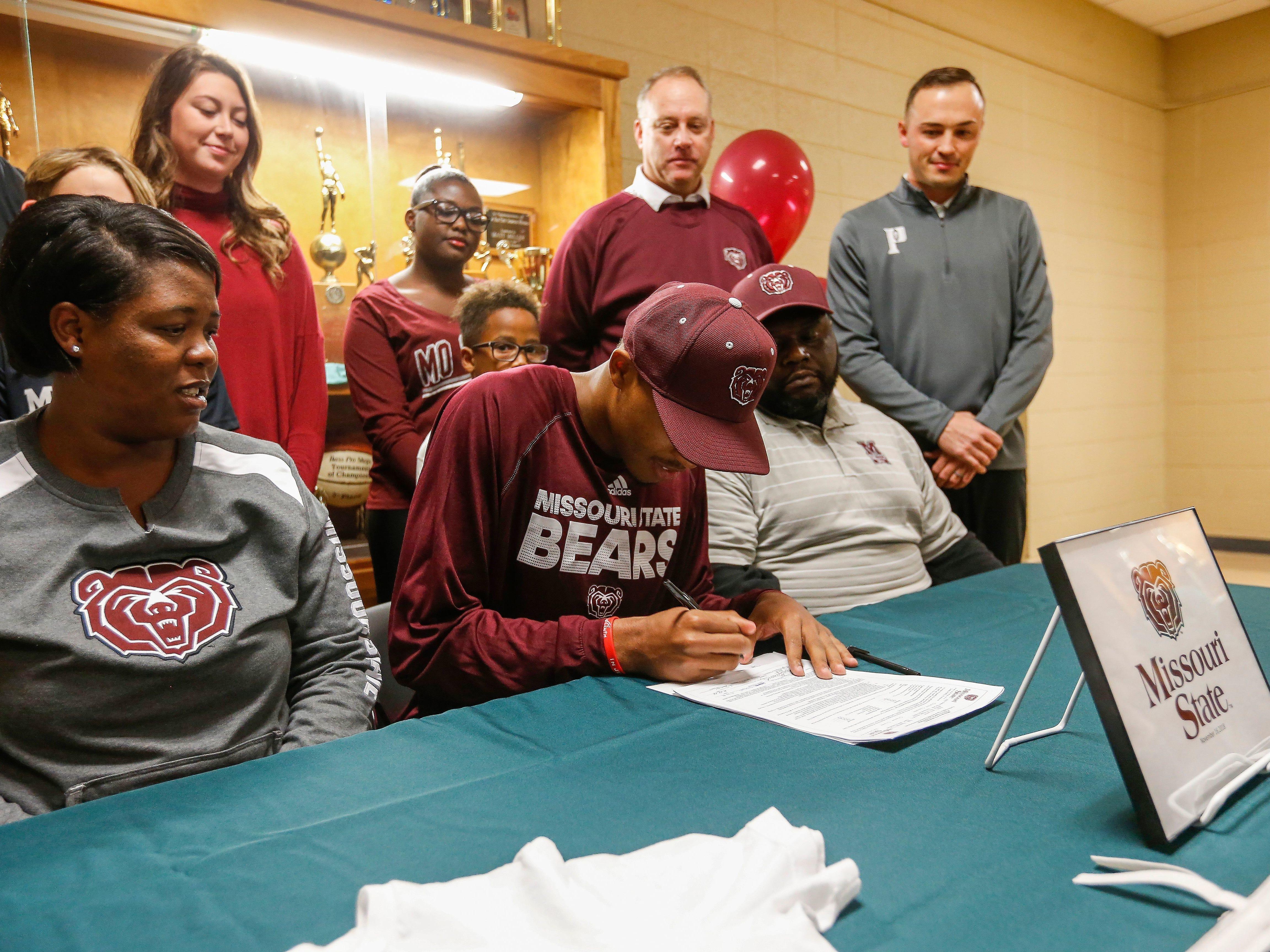 Nov. 16: Tyem Freeman signs to play basketball at Missouri State.