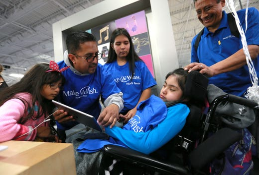 El Paso girl takes Make-A-Wish Foundation shopping spree at Best Buy