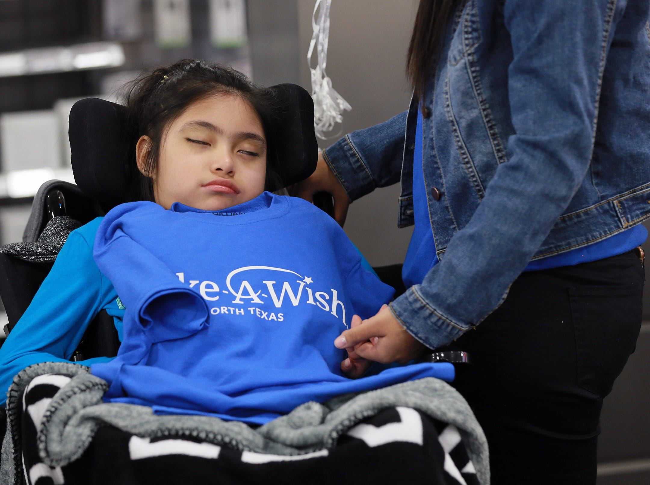 Make-a-Wish Foundation took 10-year-old Yennifer Juarez on an electronics shopping spree Sunday. The girl was given $1,700 and several personal shoppers to help the family of five select the best deals. Yennifer's family, father Juan Juarez, mother Maria Juarez and siblings Yessenia and Jimena joined her. The Make-a-Wish Foundation grants wishes to children who are experiencing medical problems.