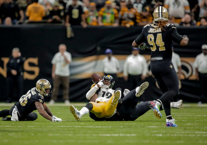 Steelers wide receiver JuJu Smith-Schuster loses possession of the ball in the final minute of a 31-28 loss to the Saints on Sunday.