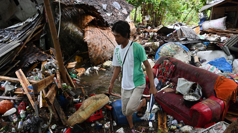 Christmas Tsunami.Indonesia Tsunami Christmas Marked By Somber Prayers Searches