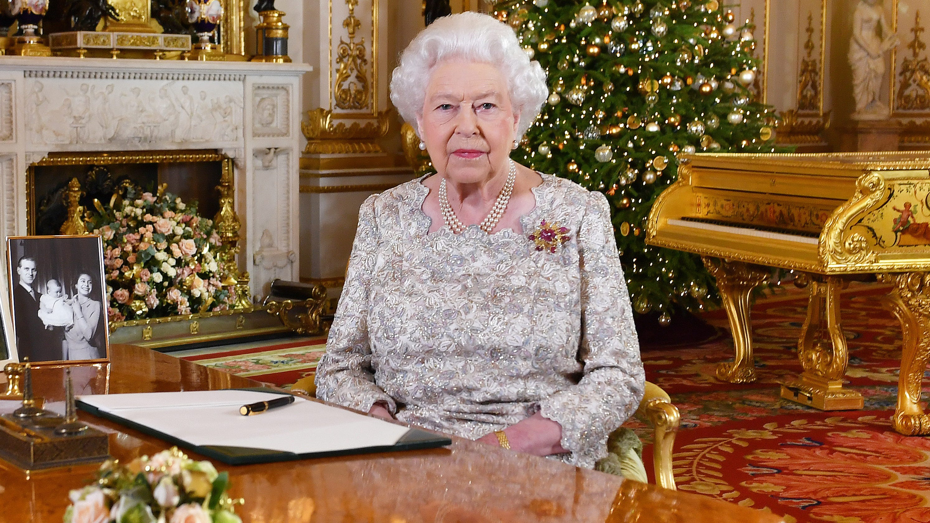 Queen greets with message of Peace on Earth & Goodwill to all on Christmas