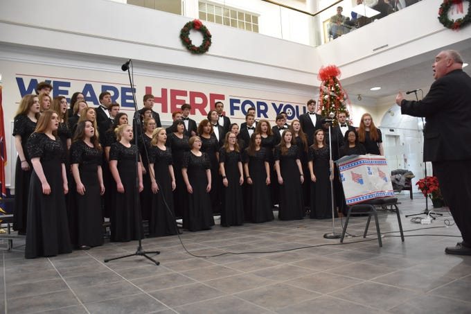 The Creek Wood and Dickson County high school choirs perform at TriStar Bank.