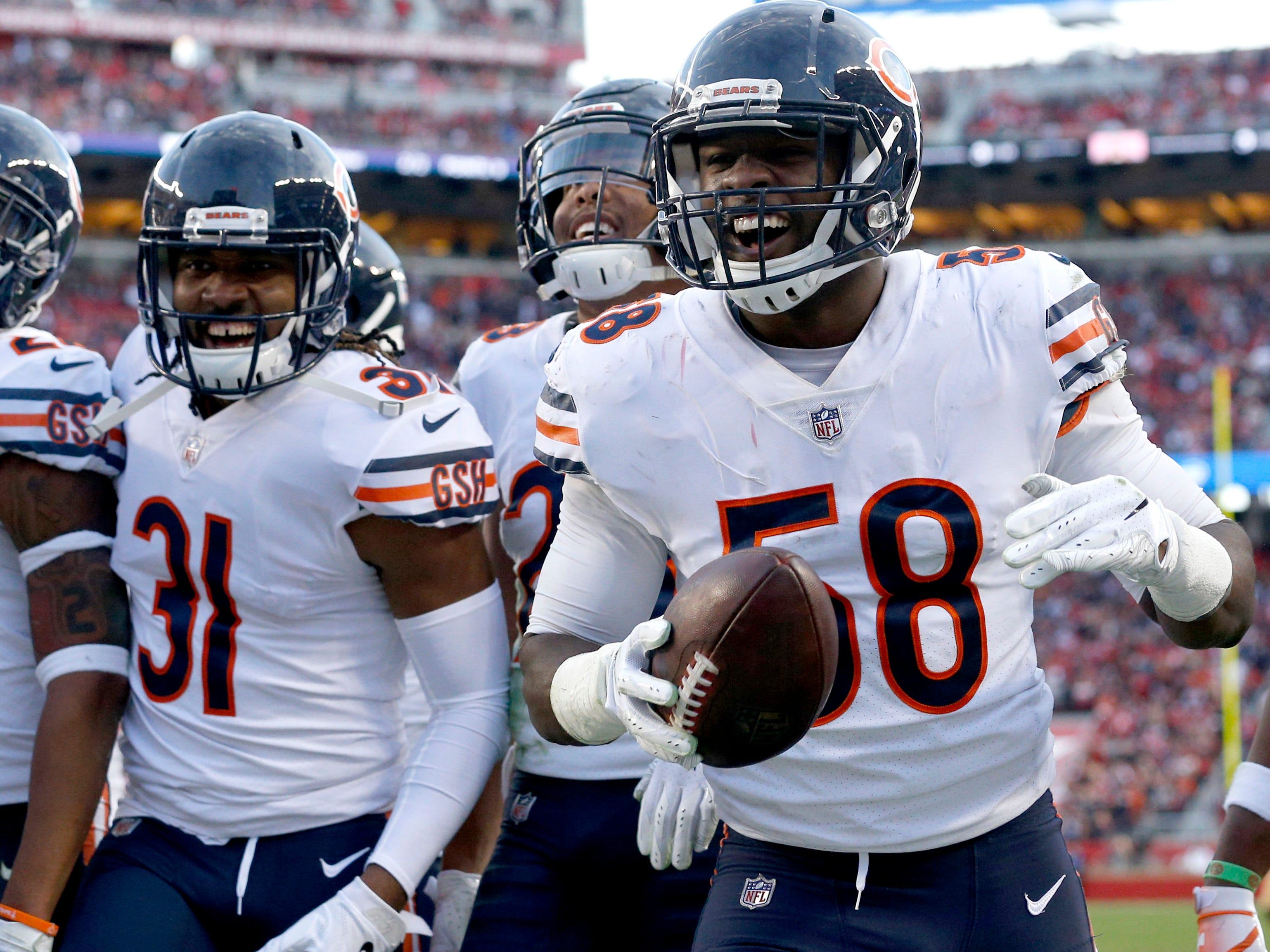 2. Bears (3): Feels too high? Crack defense has league-best 36 takeaways. Opponents have 72.5 QB rating, easily league's worst. Who beats them in Windy City? They're legit.