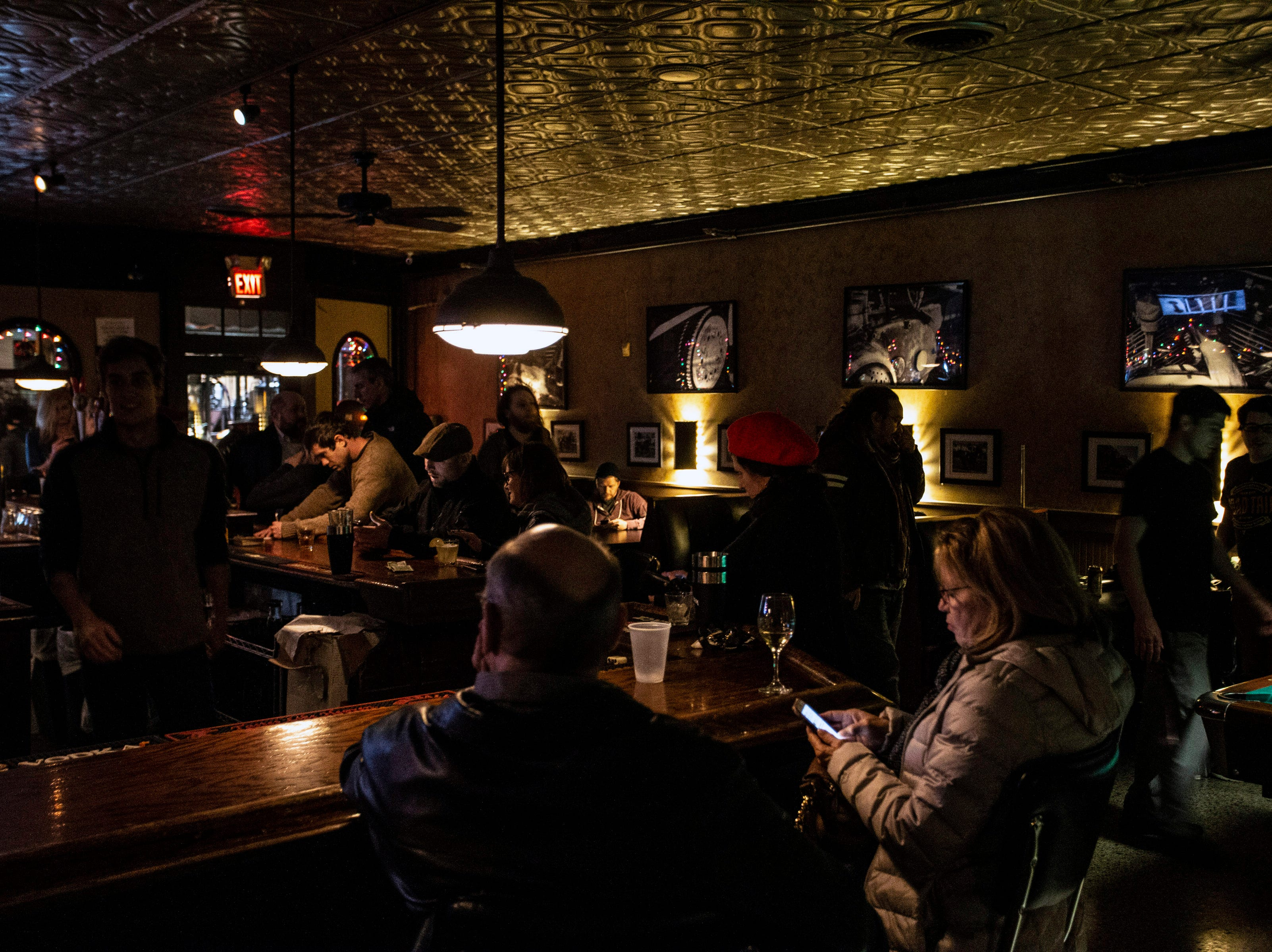 The Barret Bar grows active on a cold Wednesday night as music fans and pool players arrive. 12/5/18