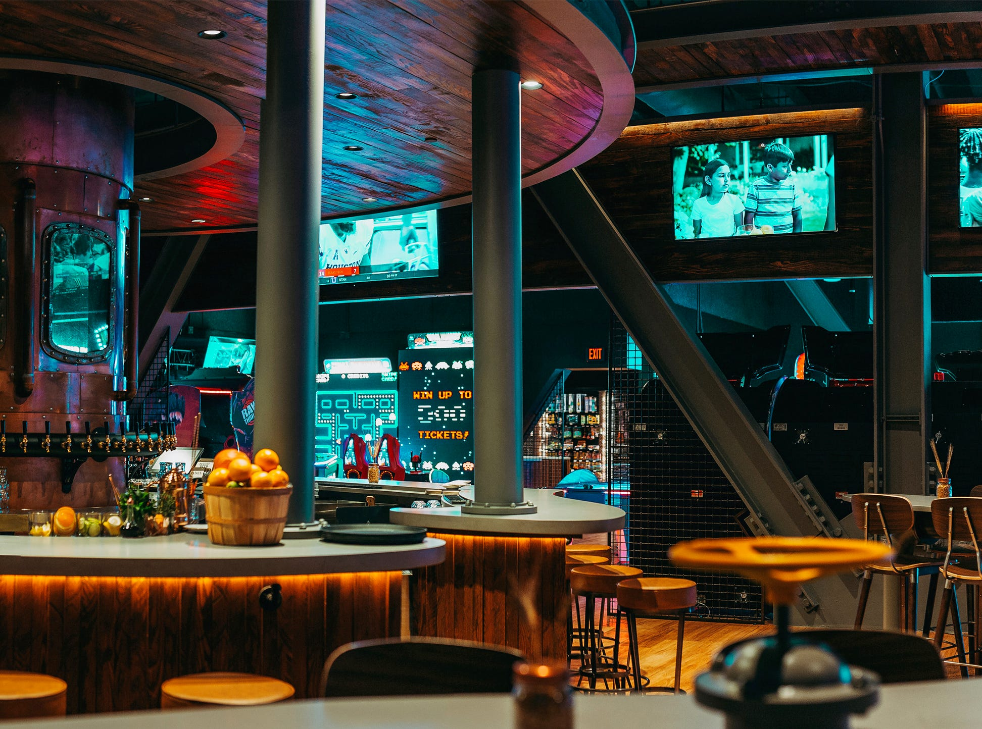 The new 10K Alley gastropub opened in September 2018 at the JW Marriott Marco Island Beach Resort.
