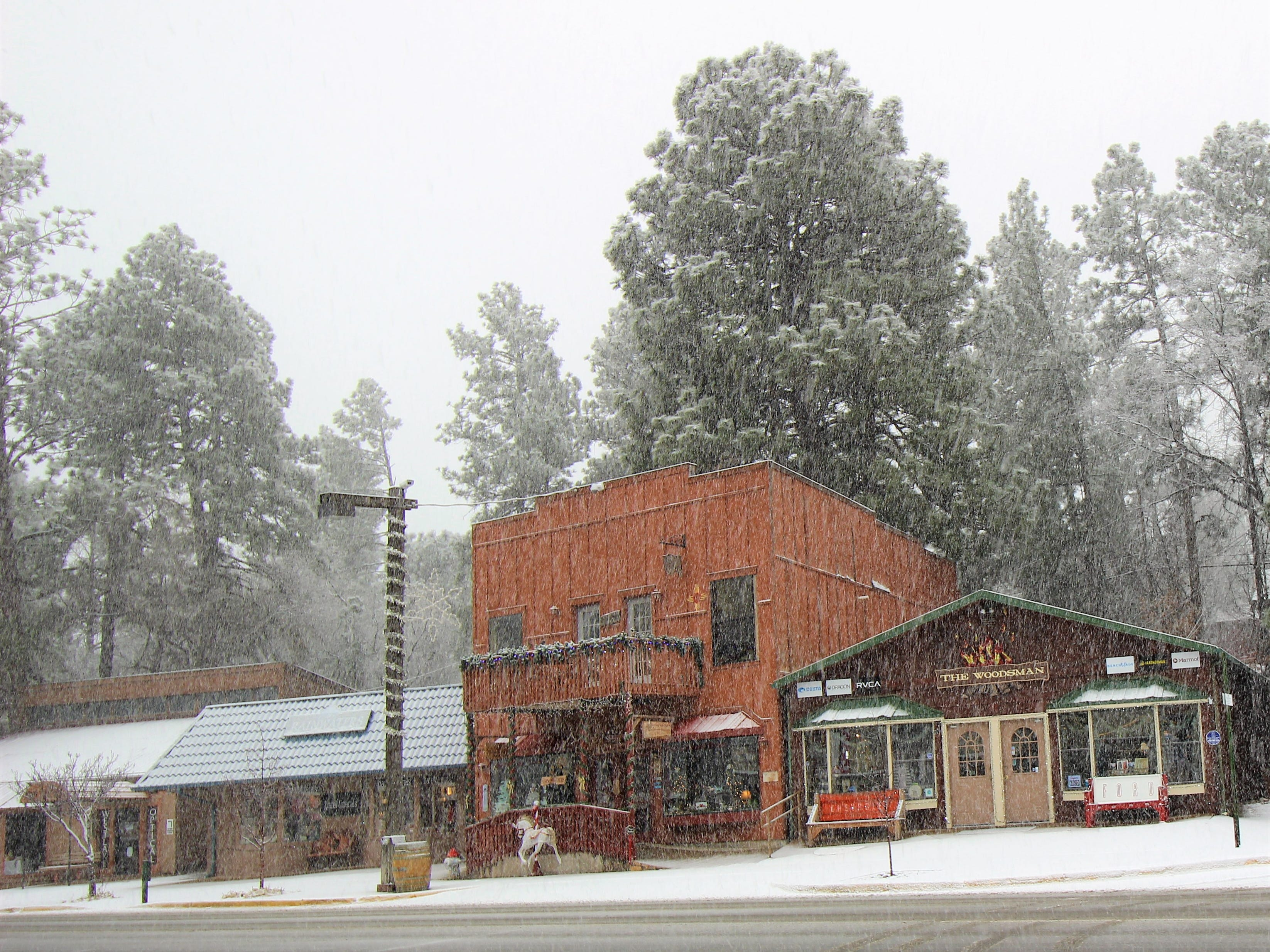 Midtown Ruidoso sees snowfall early on Wed. morning bringing a better late than never white winter holiday to the Village.