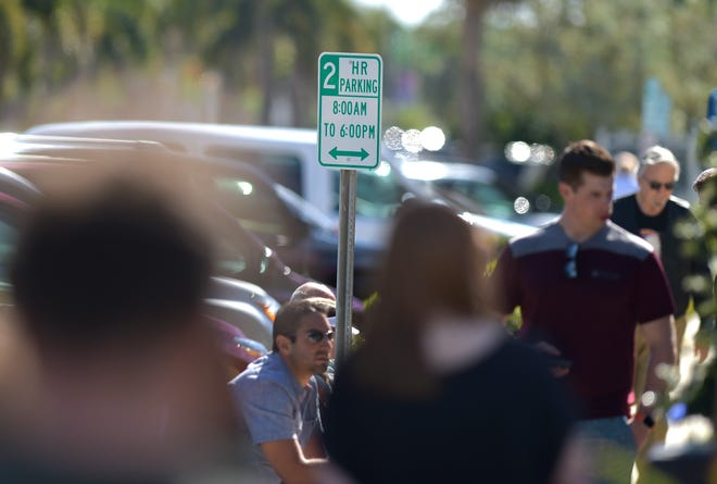 Holiday shoppers fill the sidewalk and parking spaces among the restaurants and shops along Ocean Drive in Vero Beach on Monday, Dec. 24, 2018, where 2-hour parking signs are posted along the beachside business district. Parking continues to be a problem among business owners, employees and shoppers, especially during the busy winter visitor season.