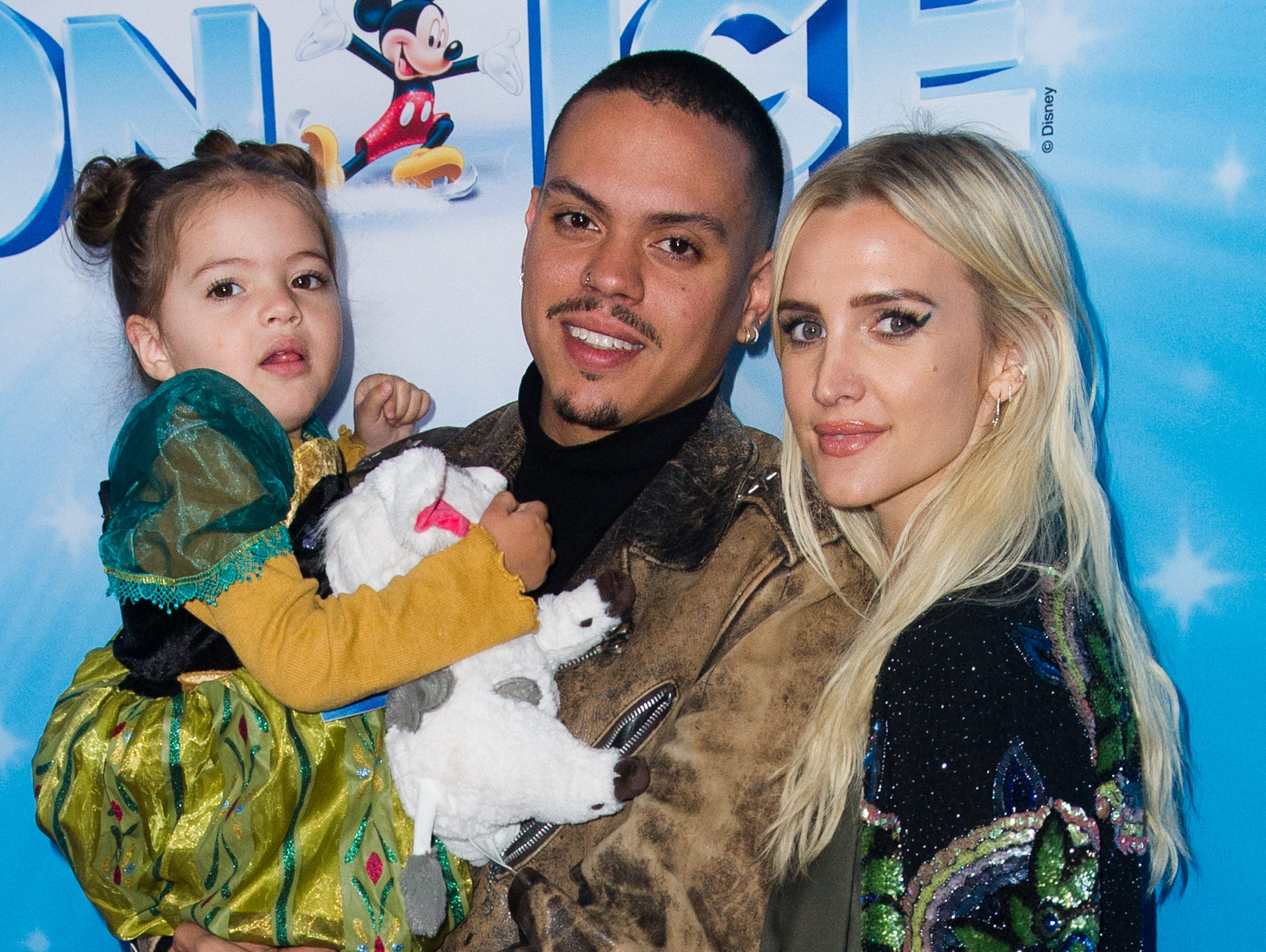 LOS ANGELES, CALIFORNIA - DECEMBER 14: Ashlee Simpson and Evan Ross with daughter Jagger attend Disney On Ice Presents 'Dare To Dream' at Staples Center on December 14, 2018 in Los Angeles, California. (Photo by Rachel Luna/Getty Images) ORG XMIT: 775266660 ORIG FILE ID: 1082700980