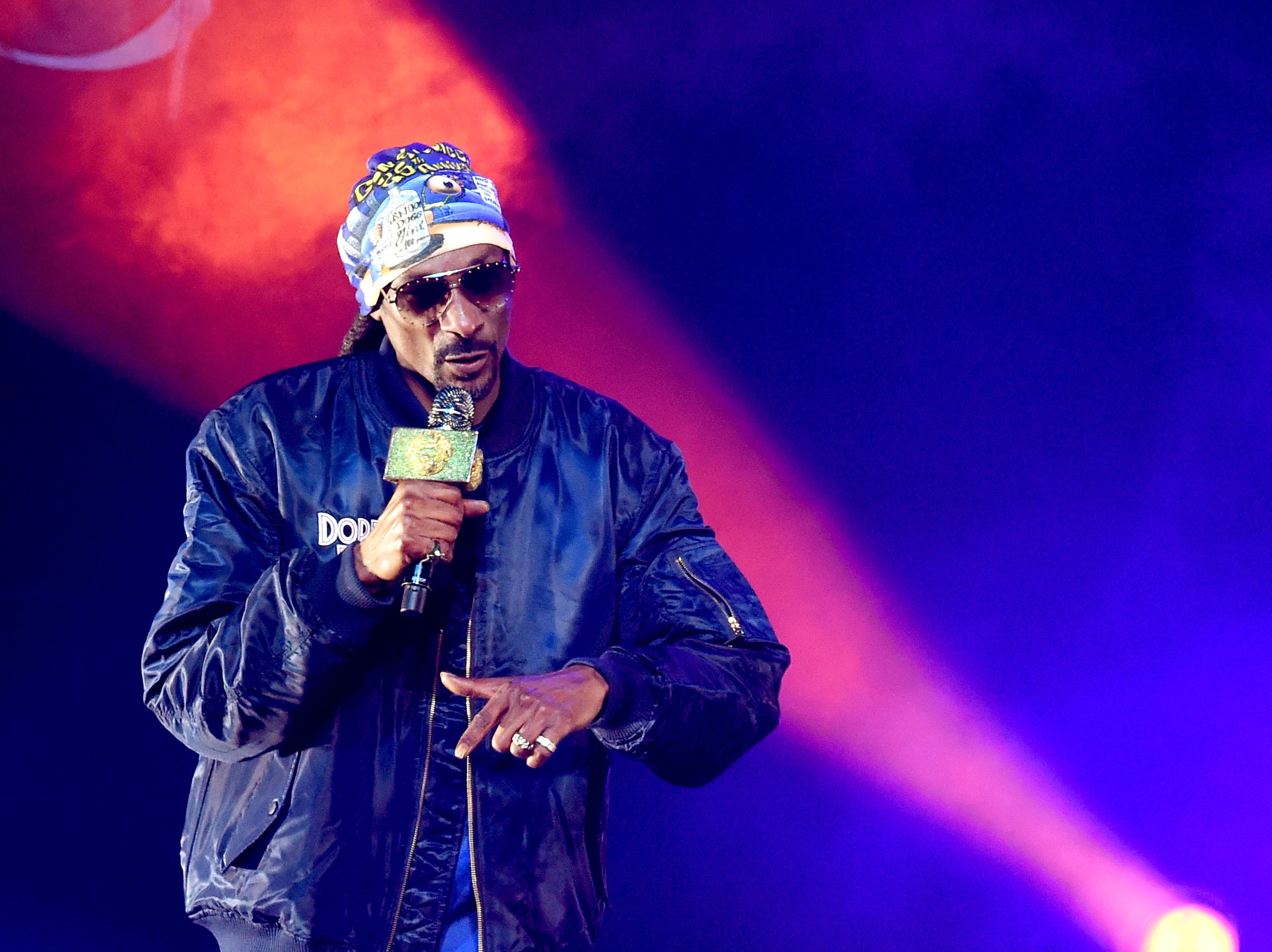 LOS ANGELES, CA - DECEMBER 15:  Snoop Dogg performs at the Puff Puff Pass Tour 3 at the Microsoft Theatre on December 15, 2018 in Los Angeles, California.  (Photo by Kevin Winter/Getty Images) ORG XMIT: 775261086 ORIG FILE ID: 1074047526