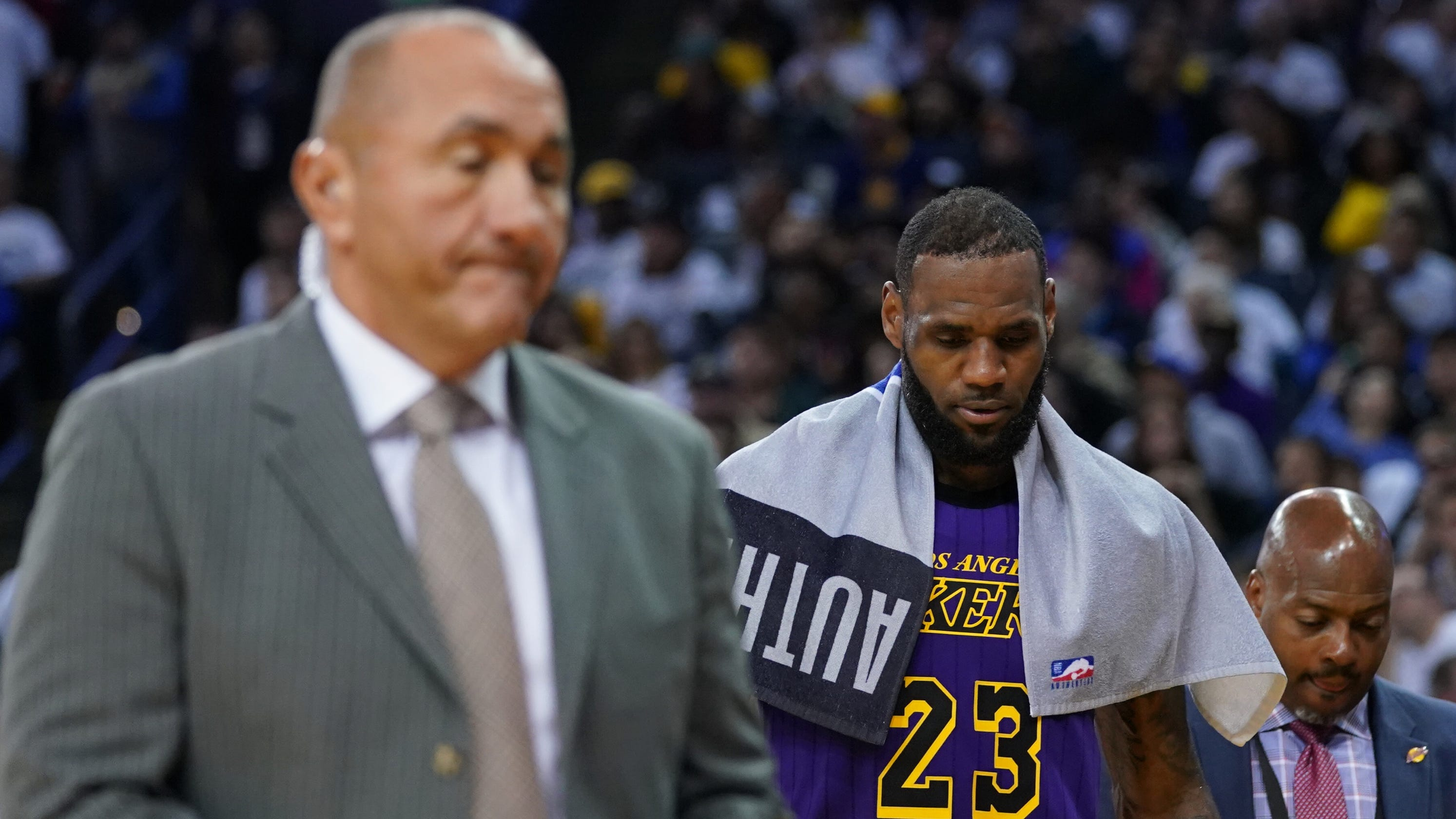 c08f06dc379 LeBron James exits Lakers  big win vs. Warriors early due to strained left  groin