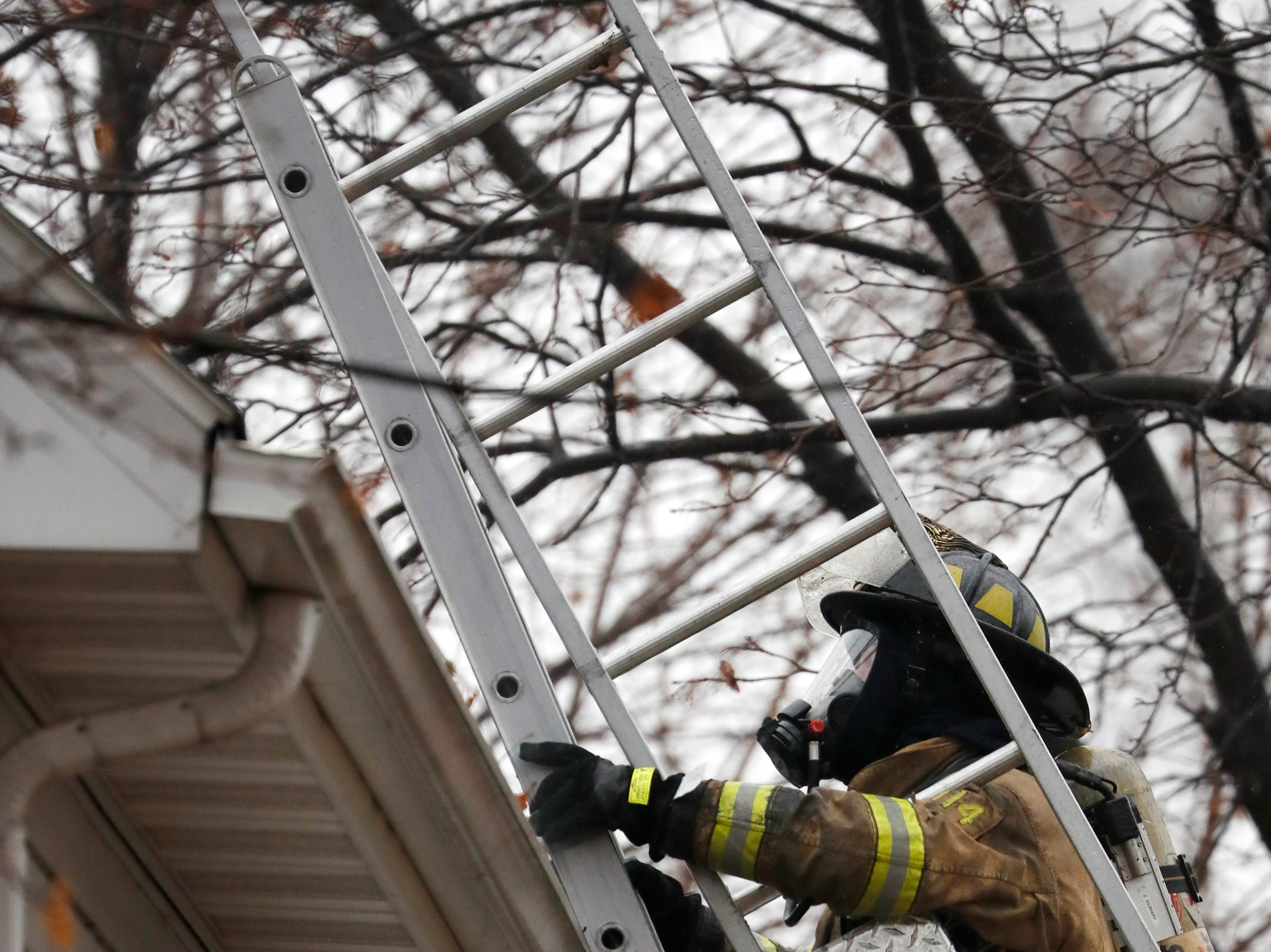 A firefighter works the scene of a structure fire on West 10th Street Thursday, Dec. 27, 2018, Kaukauna, Wis.Danny Damiani/USA TODAY NETWORK-Wisconsin