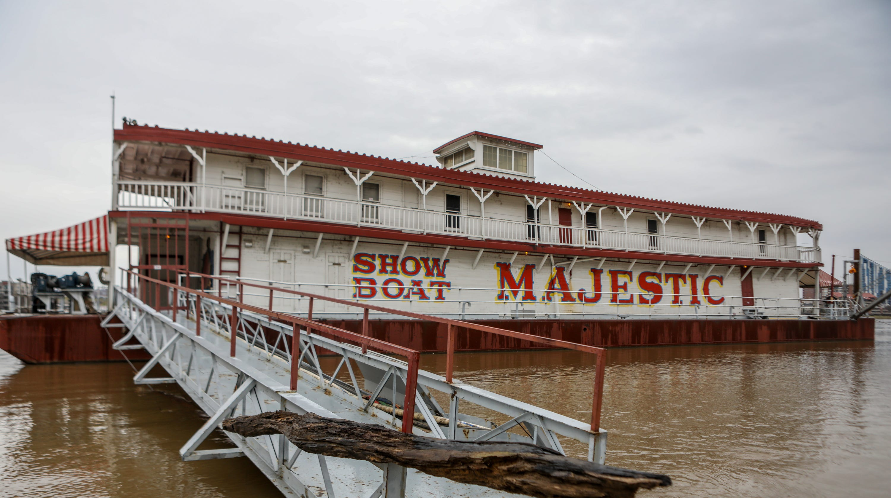 Cincinnati to sell historic Showboat Majestic floating theater