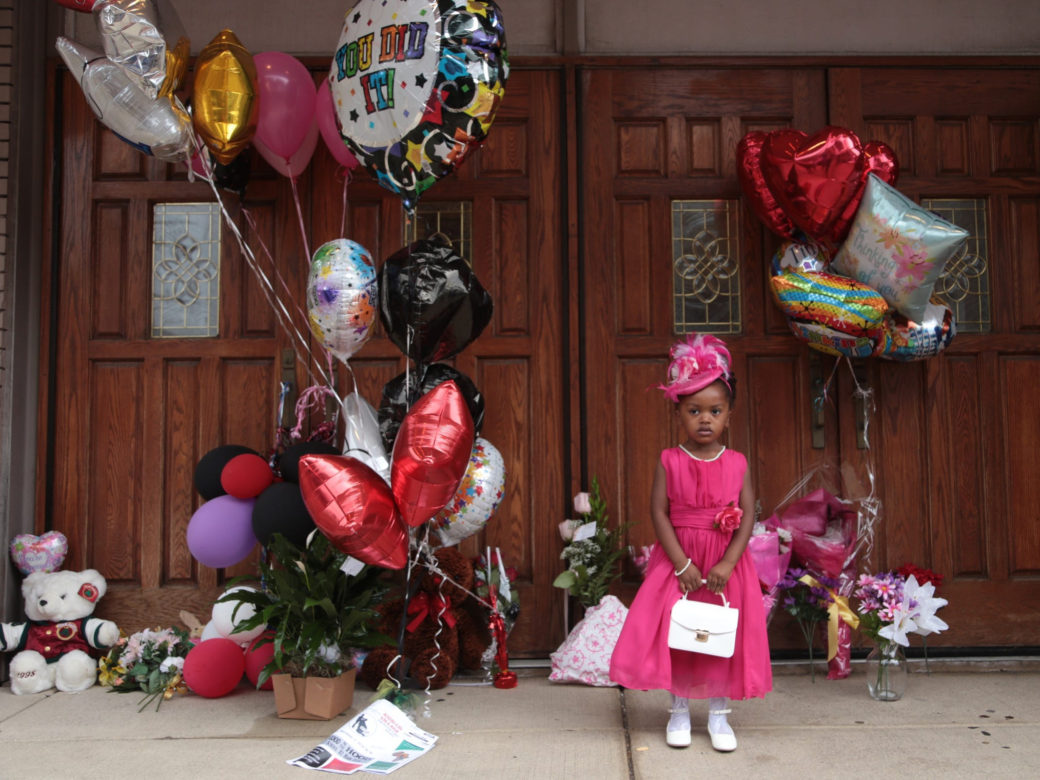 Laylah Pope of Detroit stands by a memorial outside of New Bethel Baptist Church in Detroit while visiting the church where Aretha Franklin grew up attending in Detroit on Thursday, August 16, 2018 following her passing.