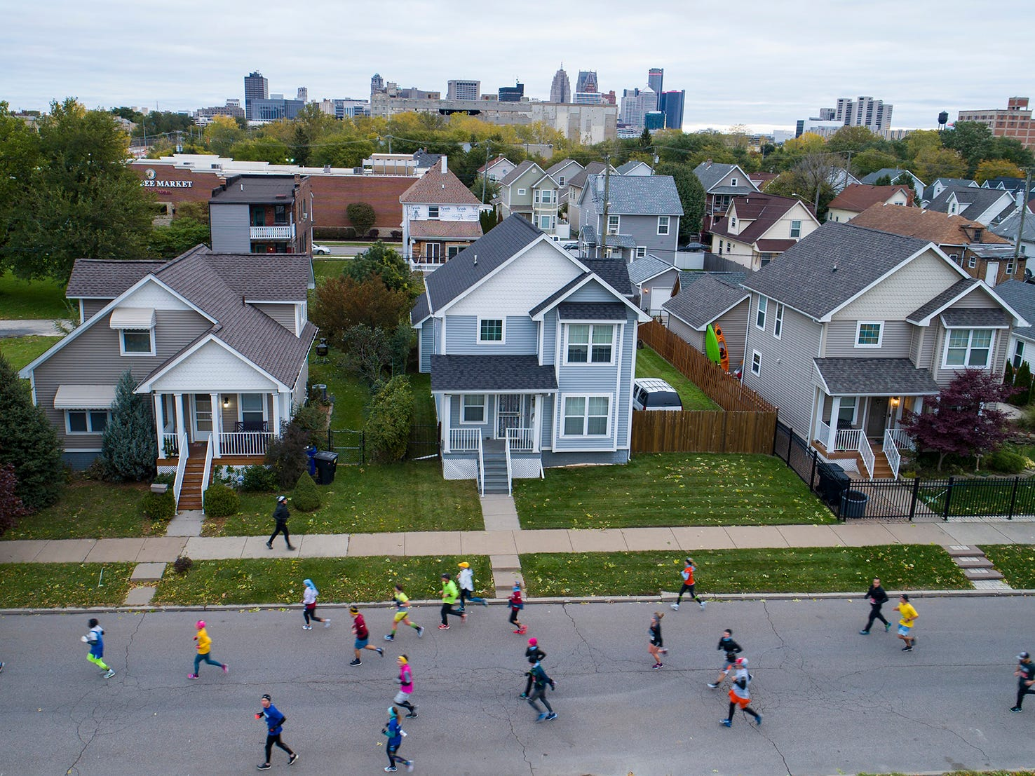 Marathoners run through Mexican Town near 18th and Bagley during the 41st Annual Detroit Free Press/Chemical Bank Marathon in Detroit on Sunday. Oct. 21, 2018.