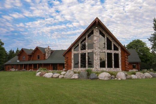 dream home 2 2m log house in sault ste marie