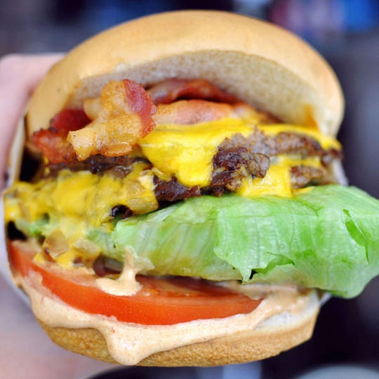 Caliburger, a high-tech fast-casual chain inspired by In-N-Out Burger, is coming soon to Estero.