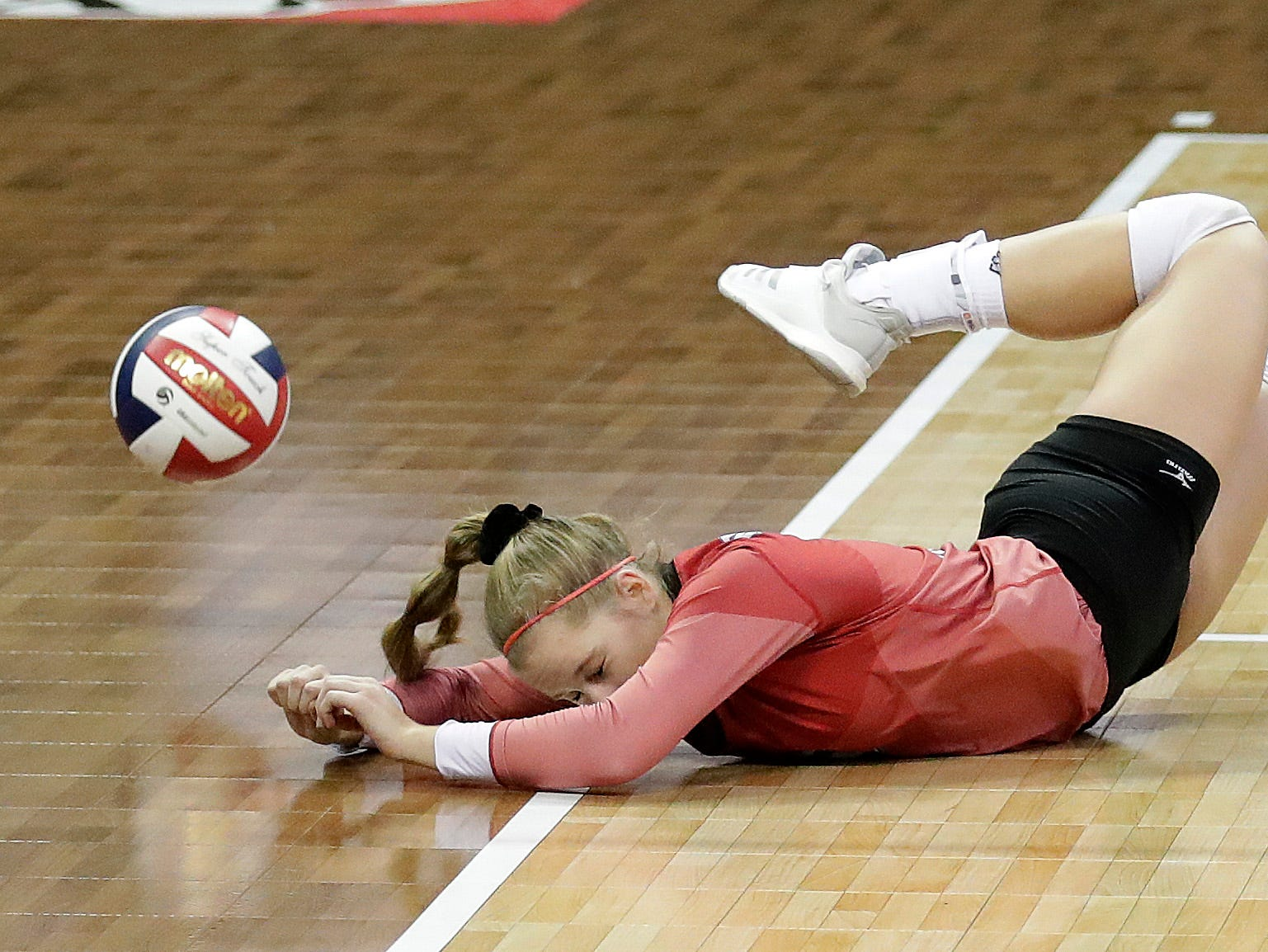 Newman Catholic's Stevie Samuels dives for a ball against Catholic Central during the WIAA Girls State Volleyball Tournament Friday, November 2, 2018 at the Resch Center in Ashwaubenon, Wis.