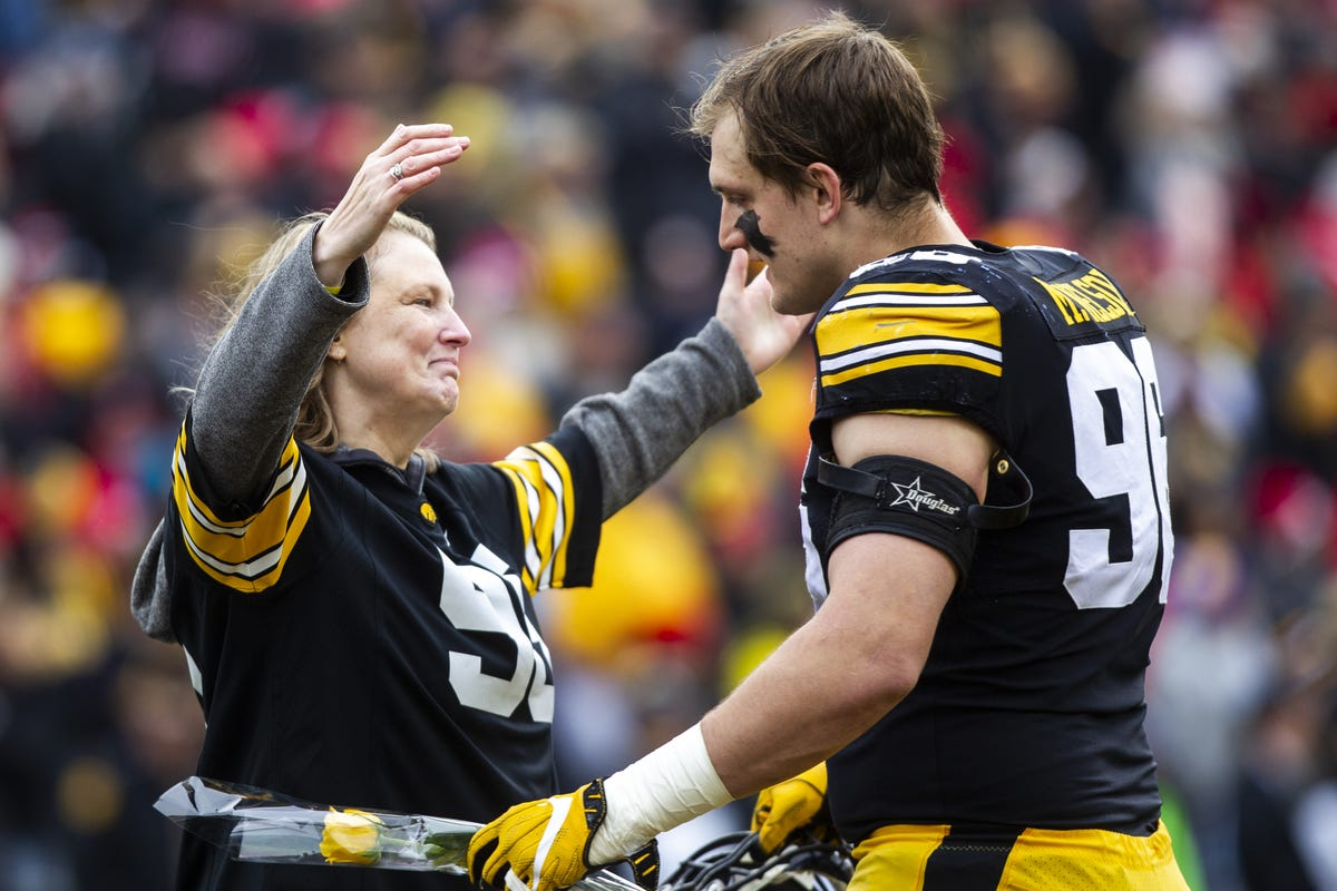 buy online 61fa0 3a637 Iowa football: On Matt Nelson, the epitome of a student-athlete