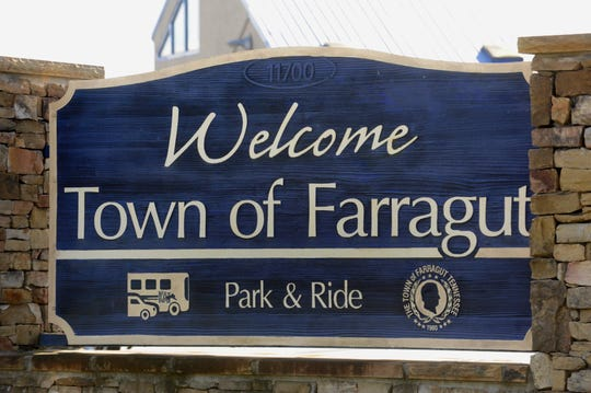 A sign welcomes people to the Town of Farragut.
