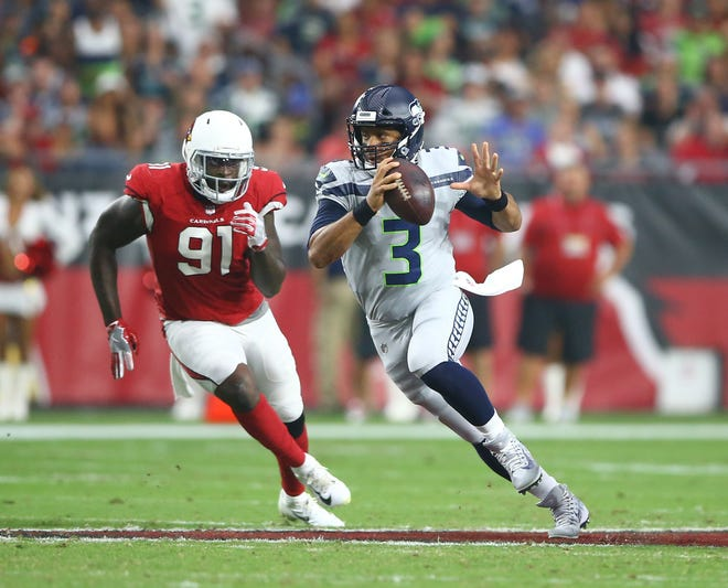 Can the Arizona Cardinals get another win in Seattle over the Seahawks? Check out what NFL Week 17 game predictions say.