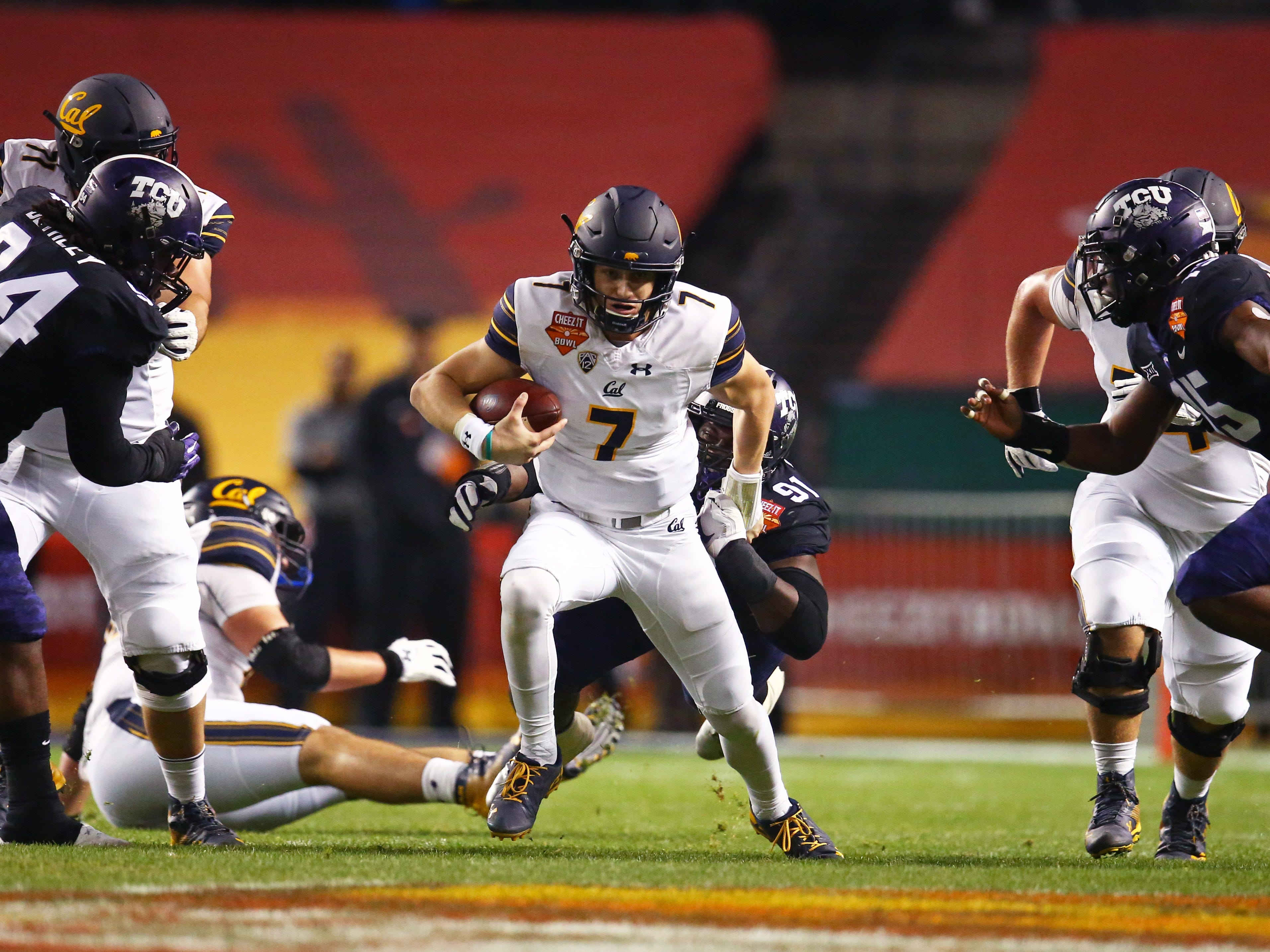 Dec 26, 2018; Phoenix, AZ, USA; California Golden Bears quarterback Chase Garbers (7) runs the ball against the Texas Christian Horned Frogs in the first half of the 2018 Cheez-It Bowl at Chase Field.