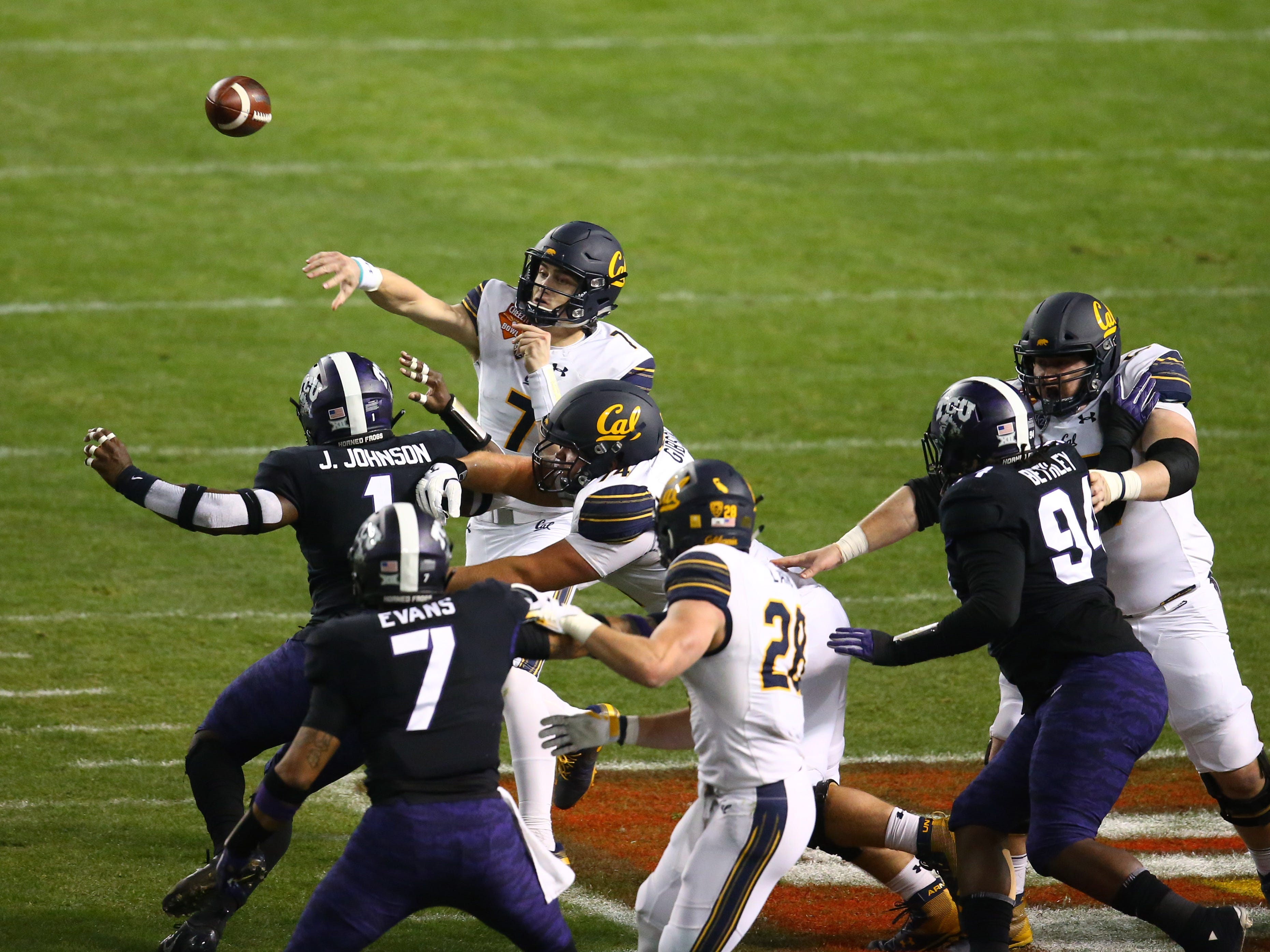 Dec 26, 2018; Phoenix, AZ, USA; California Golden Bears quarterback Chase Garbers (7) throws a pass against the Texas Christian Horned Frogs in the first half of the 2018 Cheez-It Bowl at Chase Field.