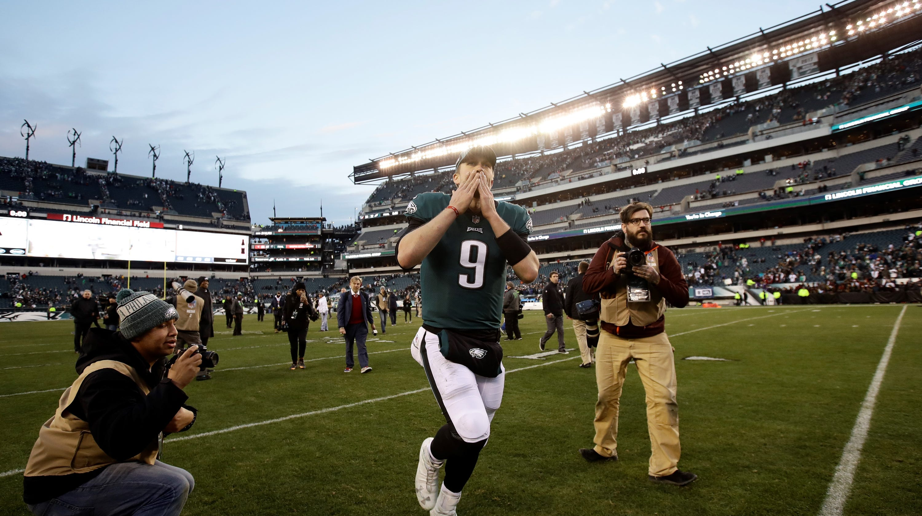 3abb68c8de9 HAYES: If you think Nick Foles is Philadelphia Eagles' long-term QB answer,  you're drunk