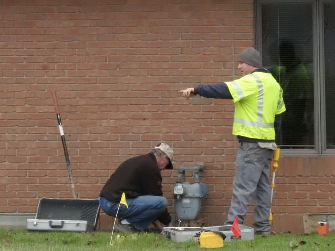 Crews work to repair a gas leak on Colony Drive on Dec. 27.