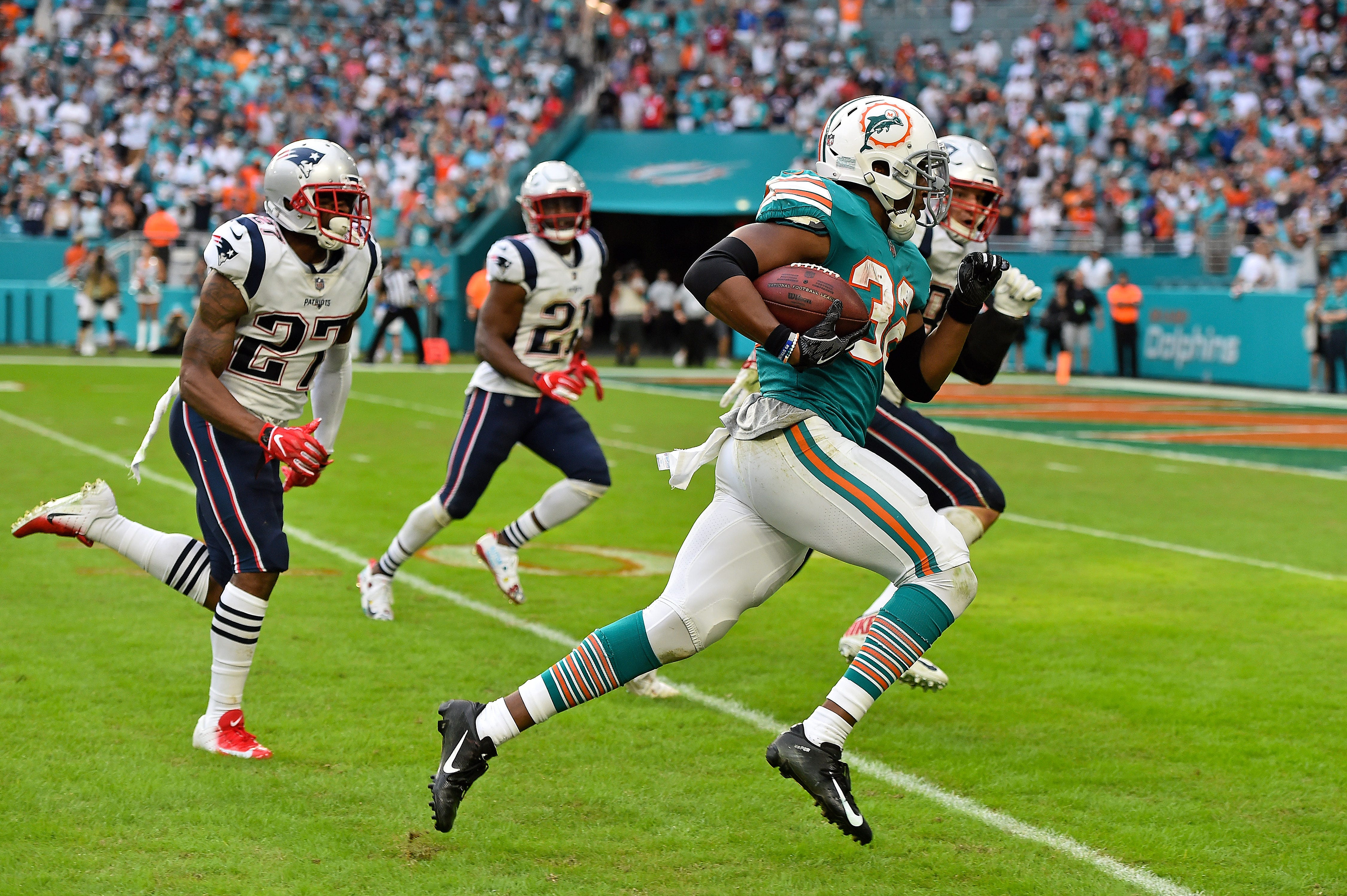2ba139f9cef From wide receivers throwing TD passes to the Miami Miracle: 2018 ...