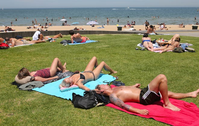 Beachgoers relax at St Kilda in Melbourne, Victoria, Australia, on Dec. 27, 2018. Extreme heat is forecast to sweep across four states over the next few days.
