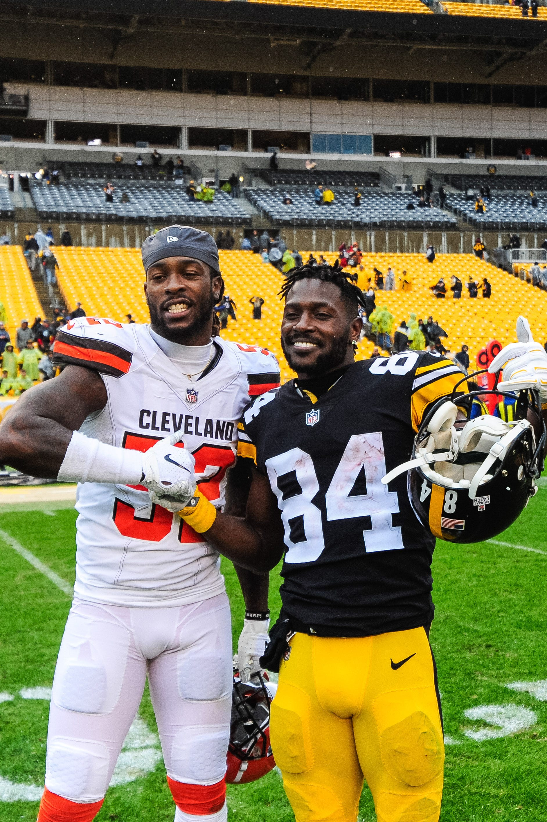 the best attitude 98e96 aebaf Steelers' Antonio Brown changes Pittsburgh nameplate to read ...