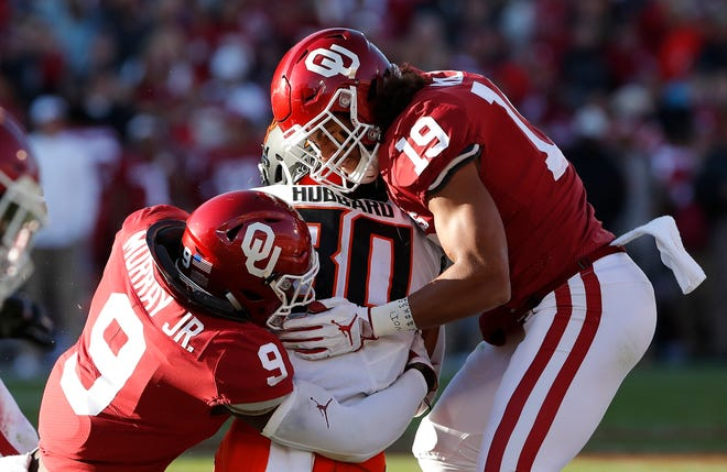 Oklahoma linebacker Kenneth Murray (9) and linebacker Caleb Kelly (19) will have their hands full trying to slow down Alabama's offense.