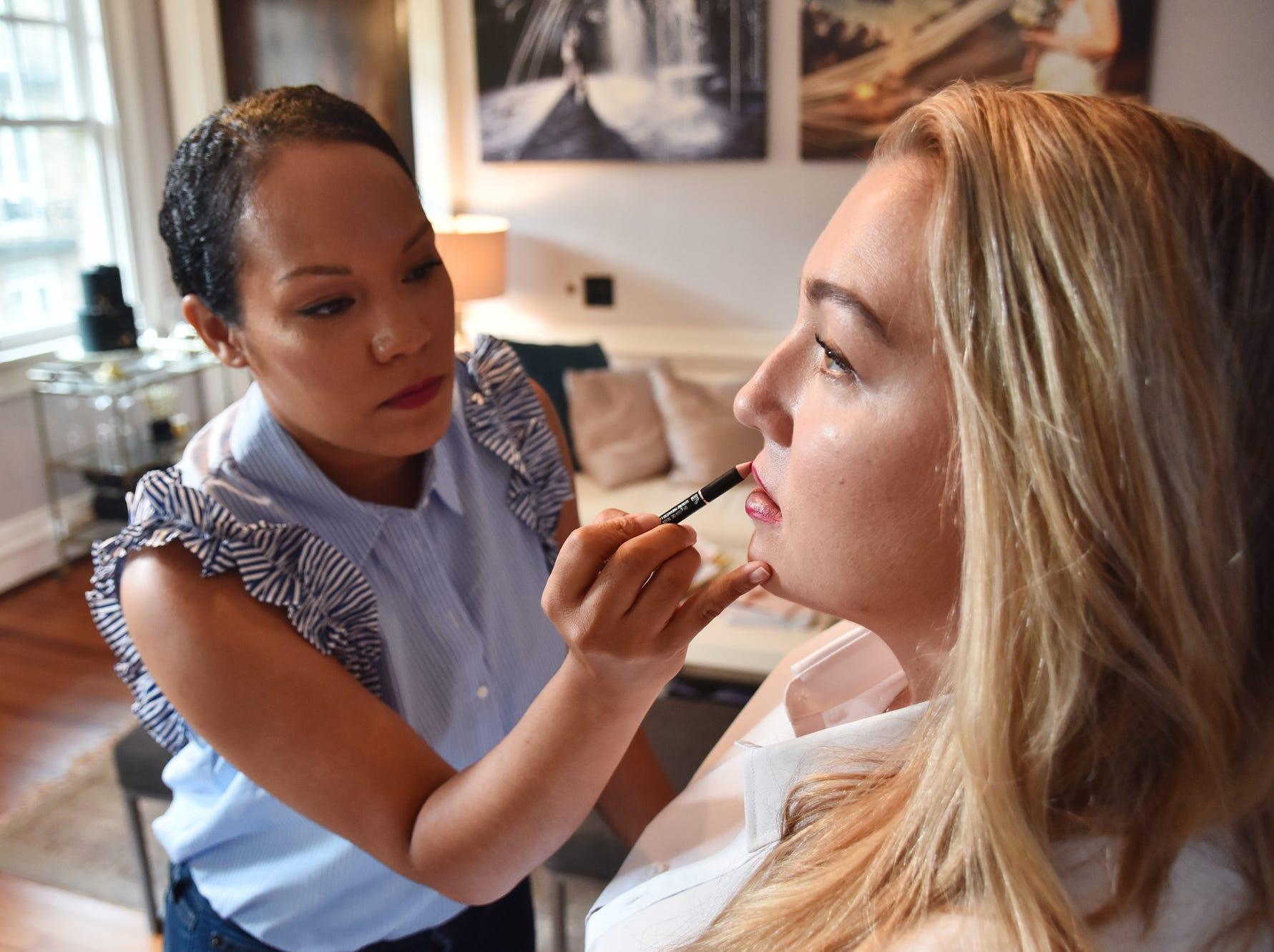 Latia Curtis applies make up on model Julie Nelson.