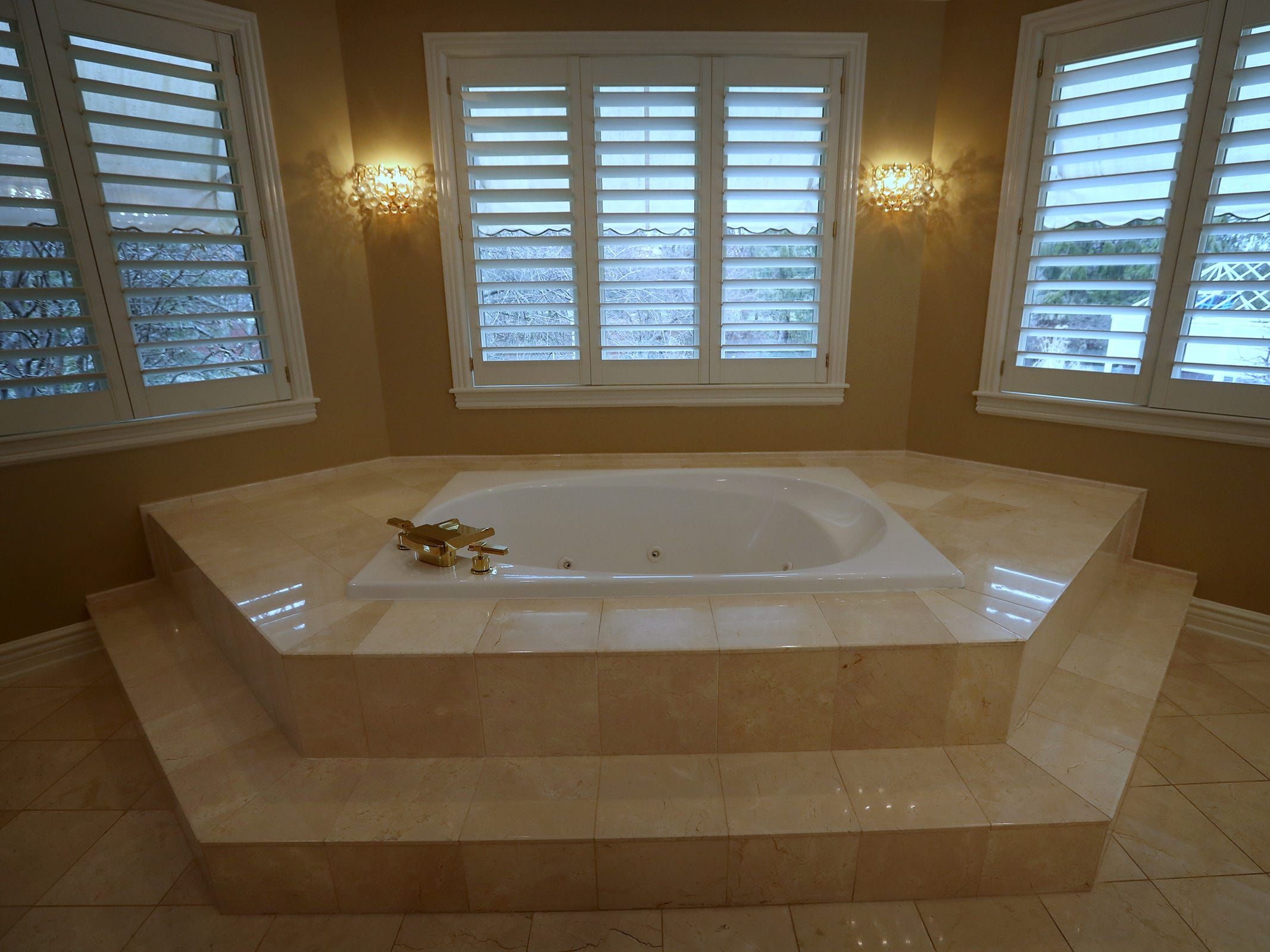 This is the bathtub in the master bathroom in the home at 1270 Laurelwood Ct. in Carmel, Friday, Dec. 28, 2018.