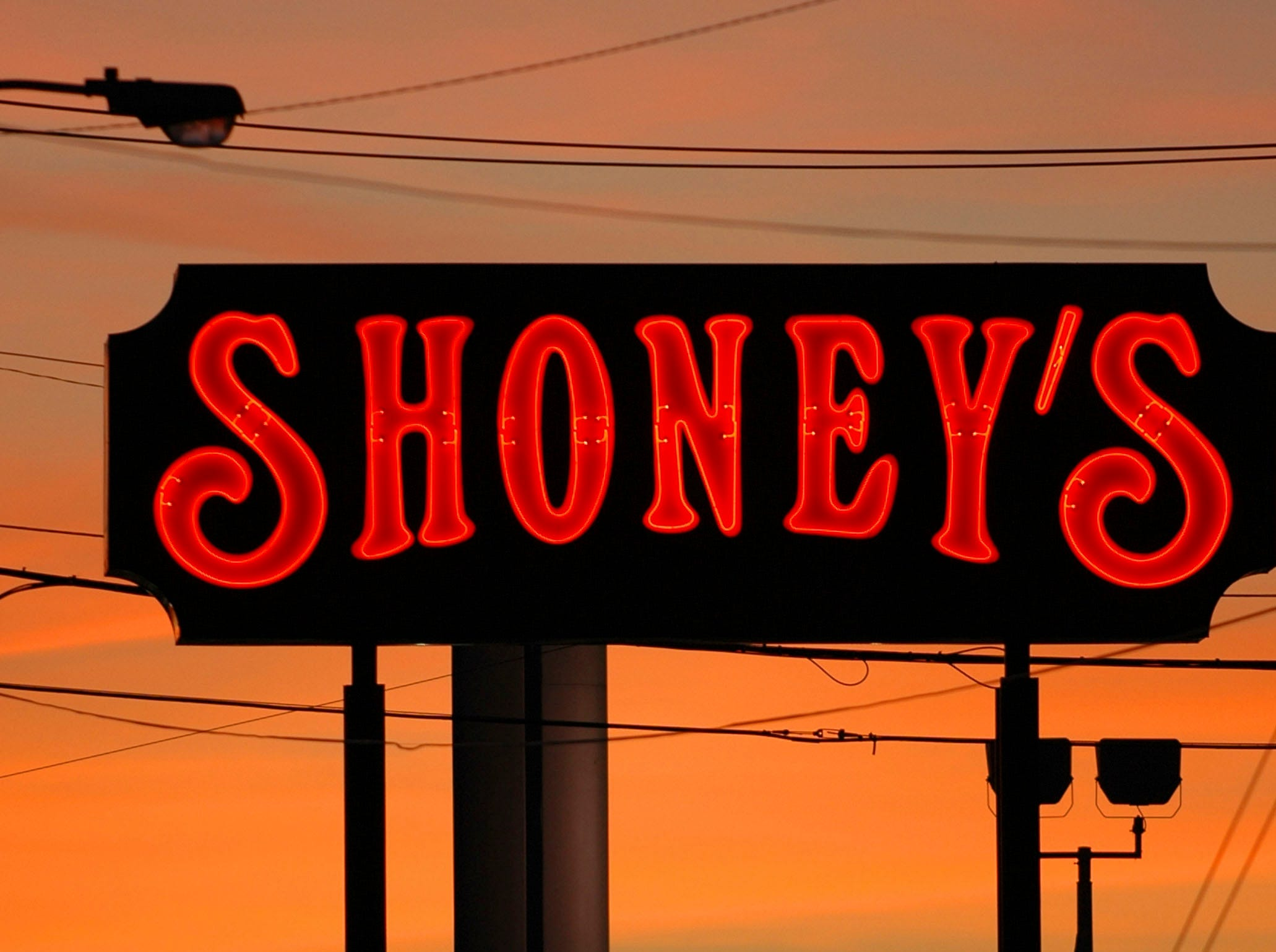 A 2007 photo of the Shoney's sign at 8259 Kingston Pike.