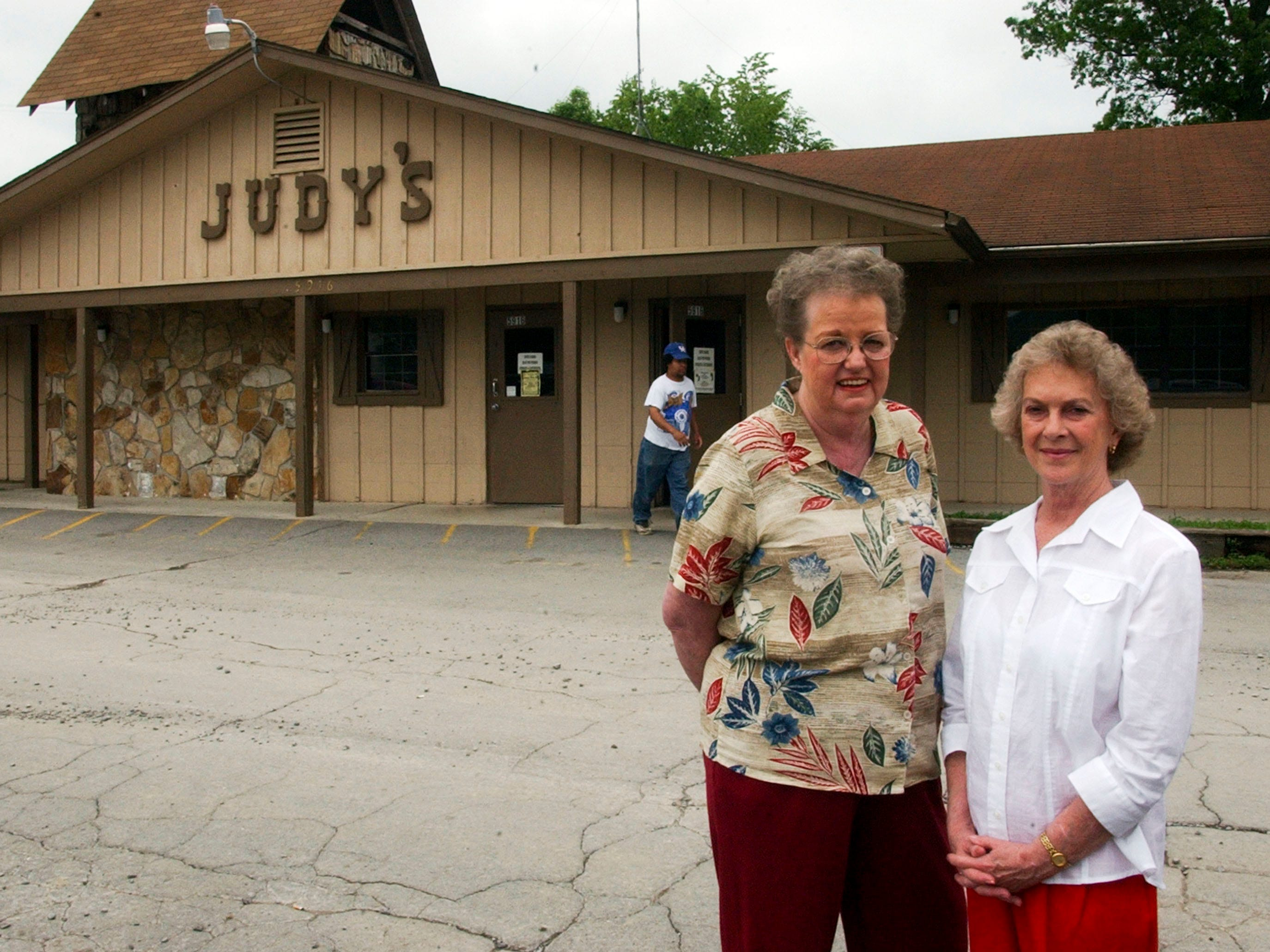 Judy's Restaurant and Nightclub owner Jessie Frye and Judy Collins in 2001.
