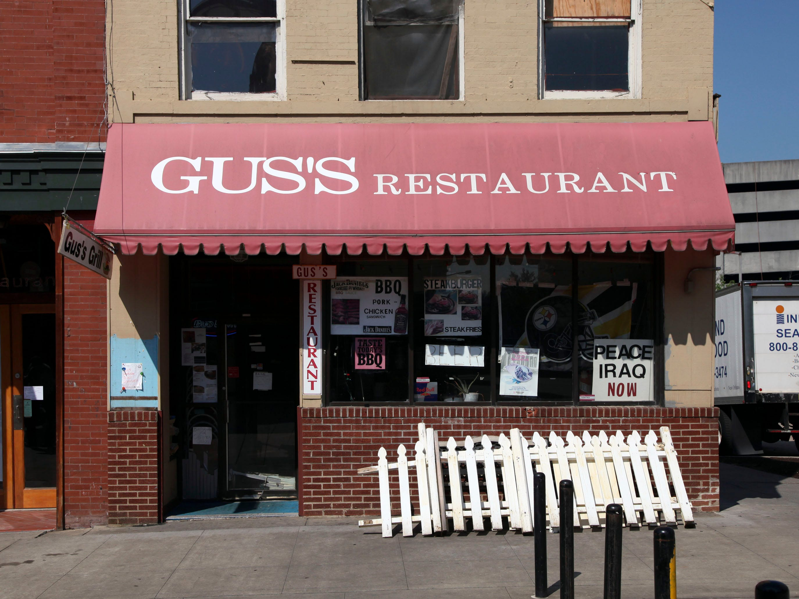 Gus's restaurant market square in 2009.