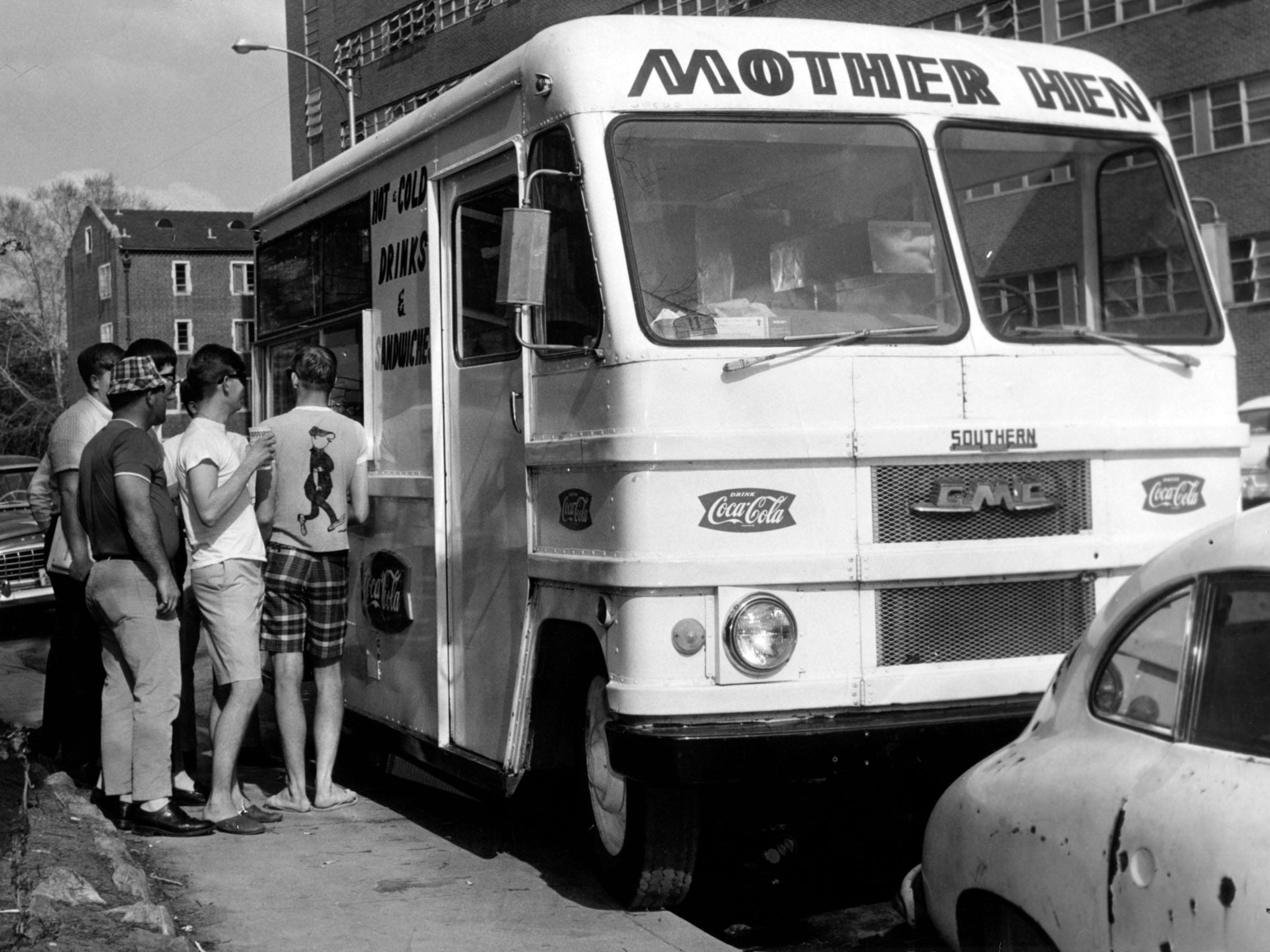 The Mother Hen food truck in the University of Tennessee campus in 1967. The truck was owned by Bill Captain.