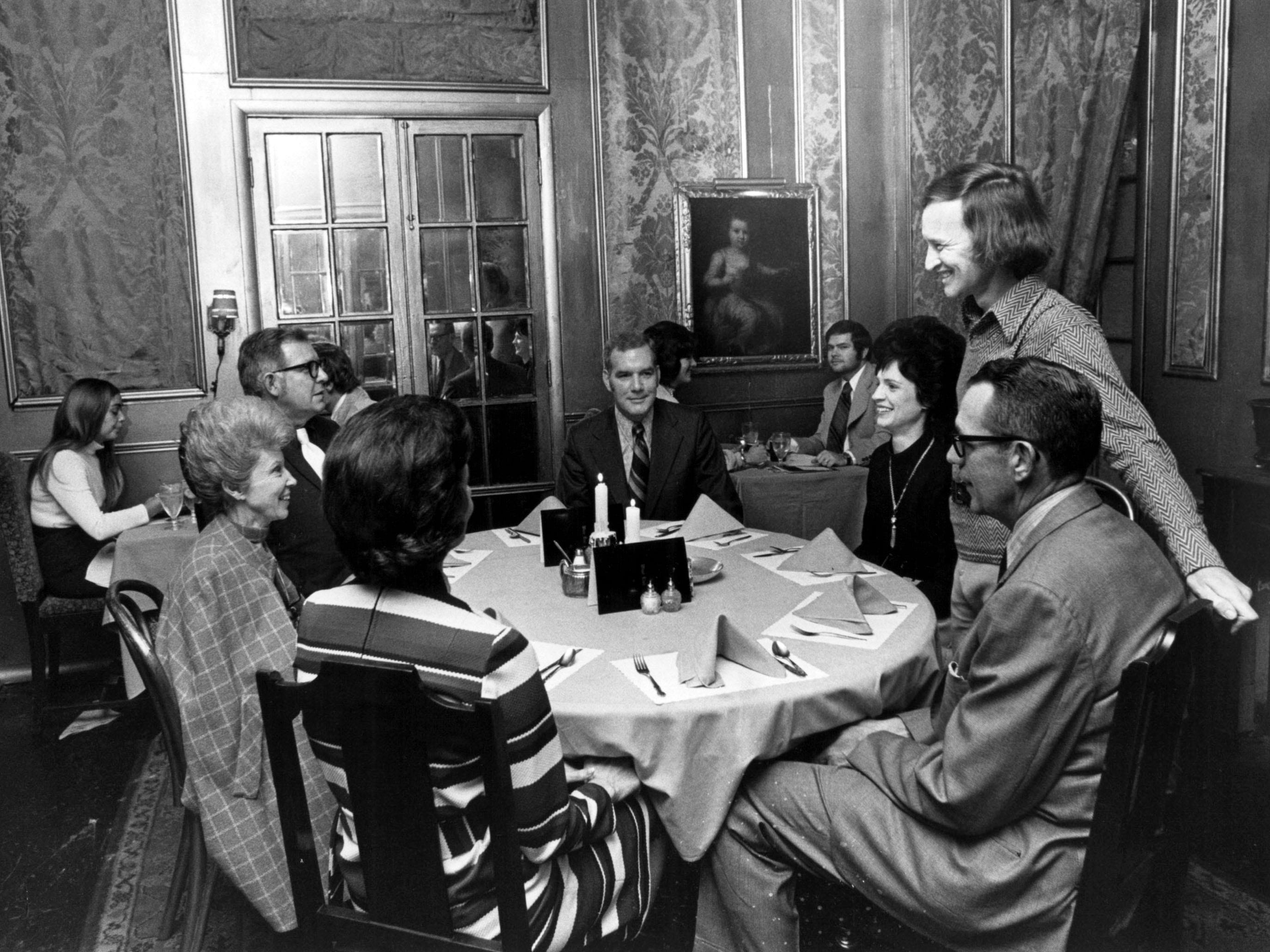 Kristopher Kendrick, co-owner of The Orangery, stops by a table to chat with (from his left, clockwise) Mr. and Mrs. Robert Grace, Mr. and Mrs. S.B. Weatherspoon Jr., all of Nashville, and Mr. and Mrs. Ben Rechter of Knoxville on Jan. 29, 1972.