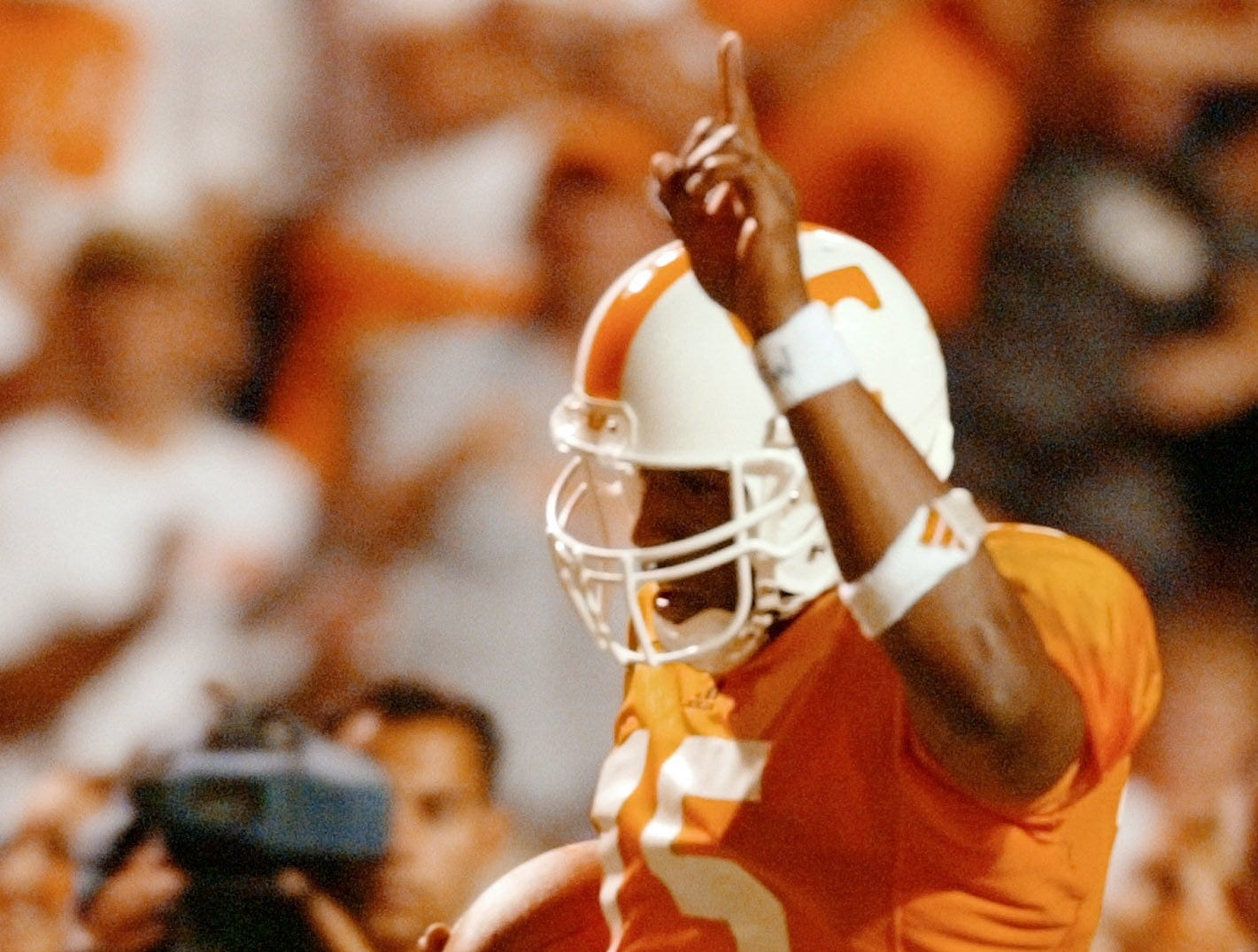 Tennessee's Kelley Washington runs for a touchdown in the fourth quarter against Rutgers, Saturday, Sept. 28, 2002, in Knoxville, Tenn. Washington had seven receptions for 197 yards to lead Tennessee past Rutgers 35-14.