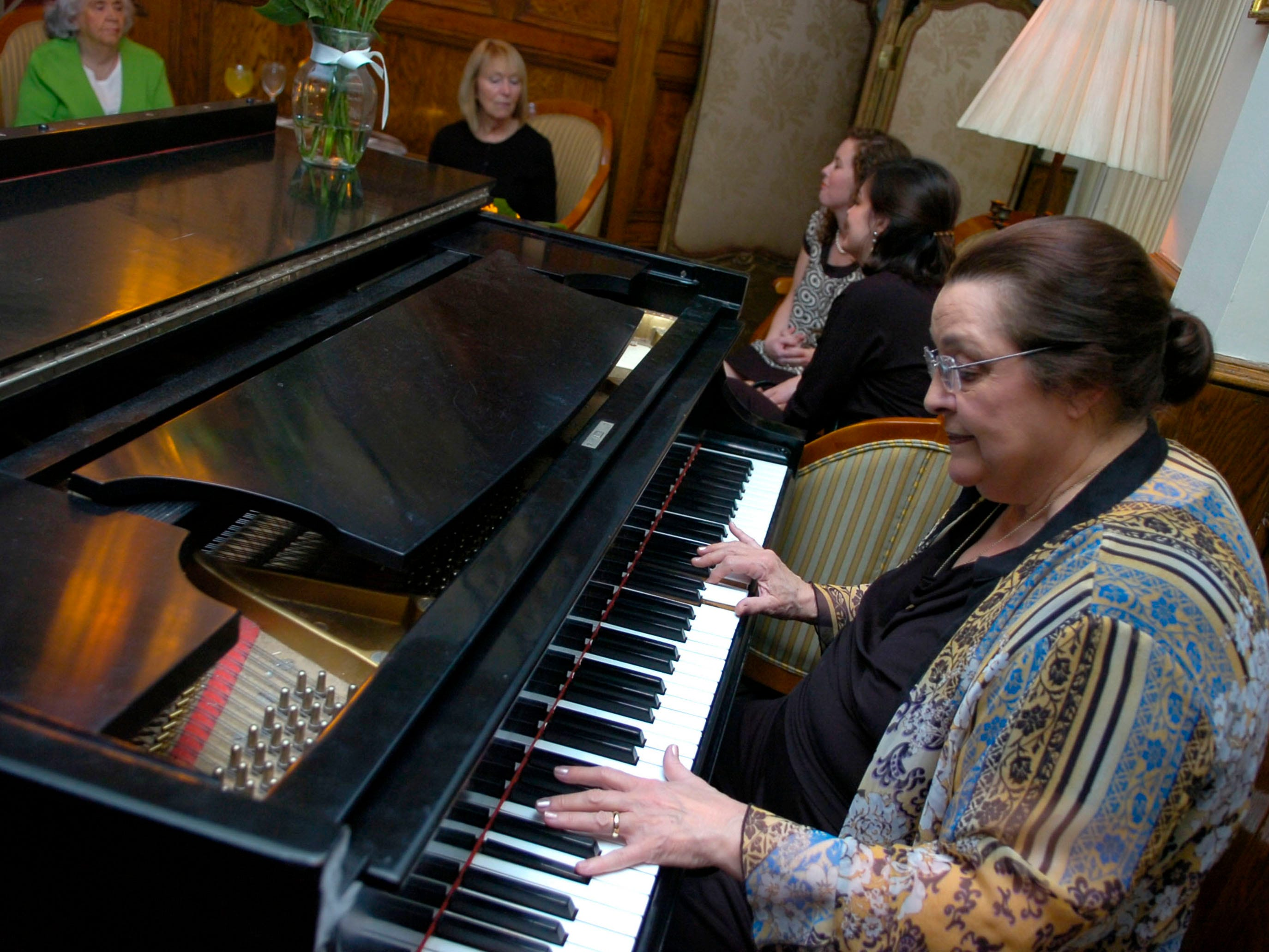 In 2009, pianist Judye Russell Brackner entertains