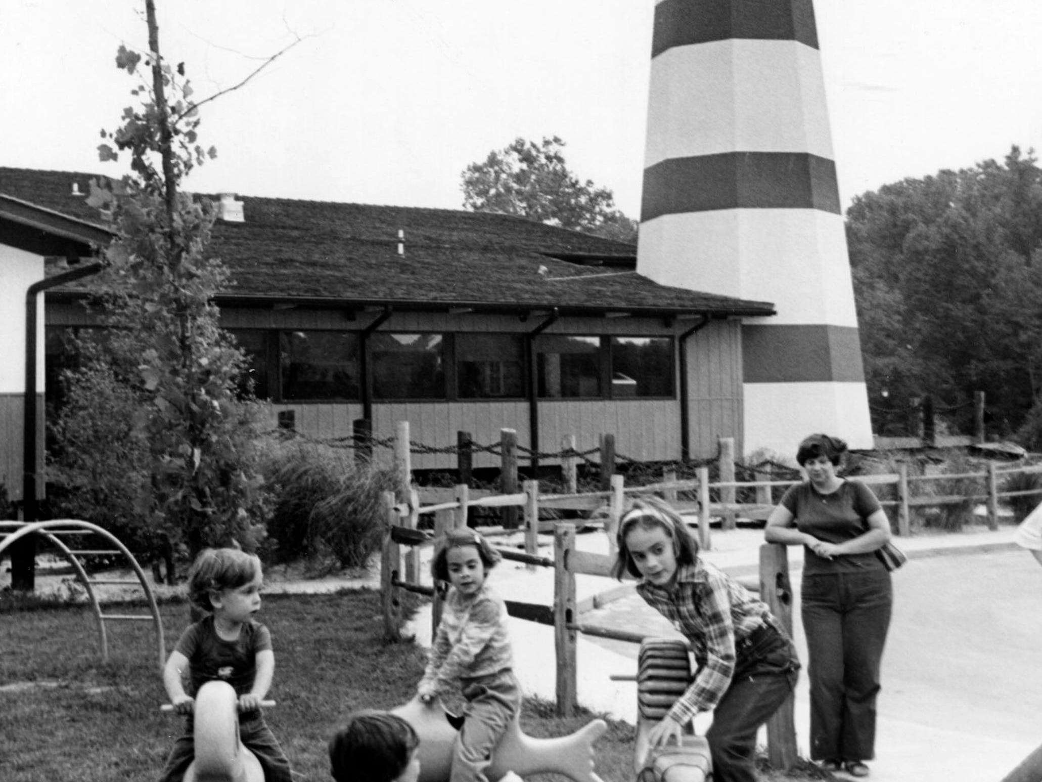 Children play outside at The Hungry Fisherman restaurant 1978 on Baum Dr.
