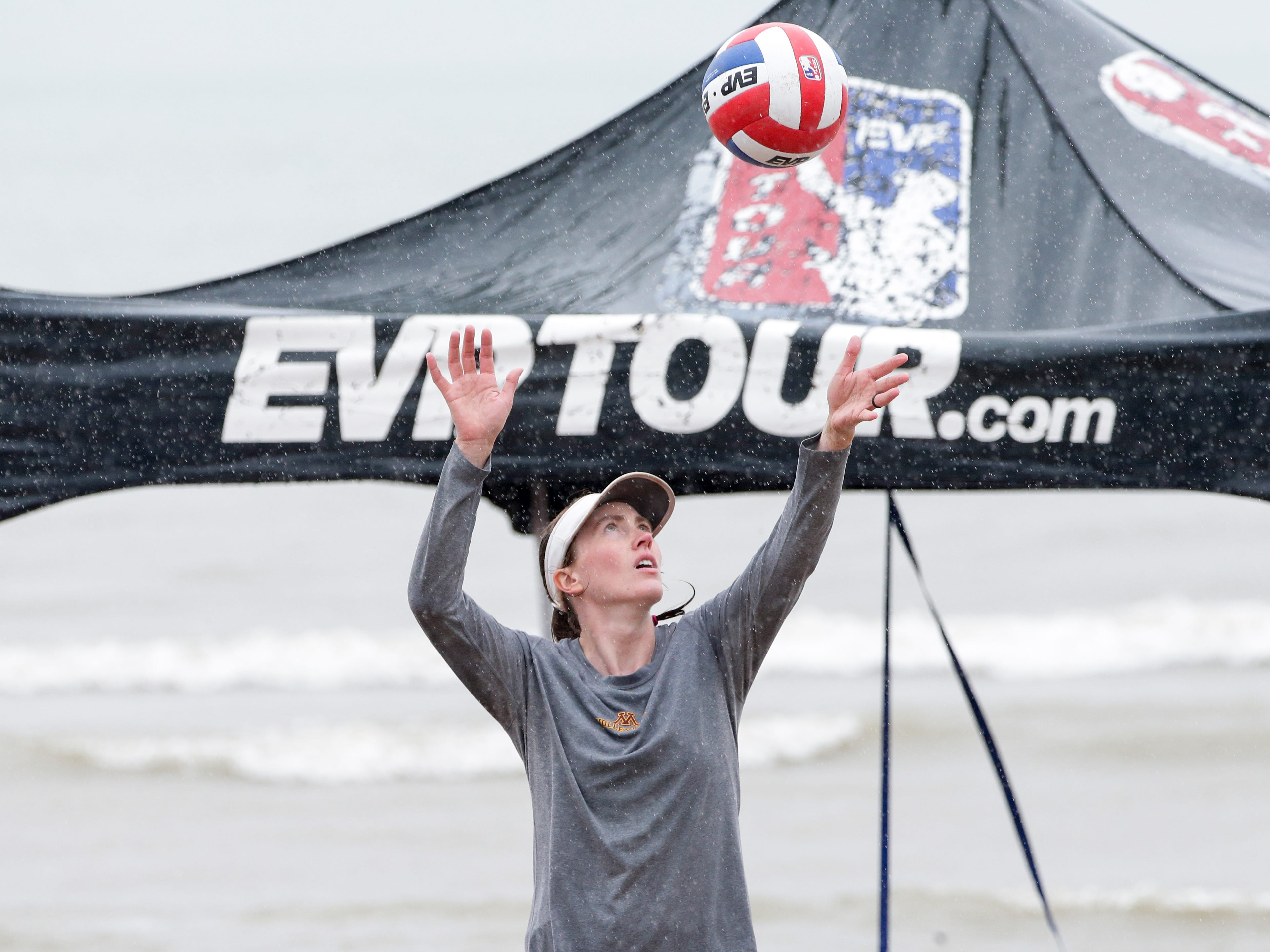 Kara Smith of Stevens Point throws up a serve during the EVP Coolest Coast pro volleyball tournament at Neshota Beach Saturday, July 21, 2018, in Two Rivers, Wis. Josh Clark/USA TODAY NETWORK-Wisconsin